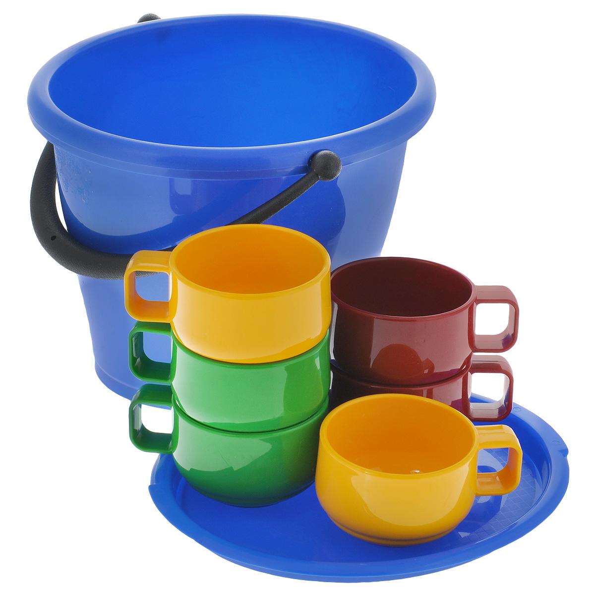 Набор посуды Solaris, в ведре, 7 предметовS1604В набор посуды Solaris входит 6 толстостенных эргономичных чашек из качественного полипропилена и ведро объемом 5 л с герметичной крышкой. Ведро можно использовать как пищевой контейнер, для приготовления шашлыка, засолки овощей, для хранения питьевой воды и т.п. В походном положении стаканы находятся внутри ведерка. Свойства посуды: Посуда из ударопрочного пищевого полипропилена предназначена для многократного использования. Легкая, прочная и износостойкая, экологически чистая, эта посуда работает в диапазоне температур от -25°С до +110°С. Можно мыть в посудомоечной машине. Эта посуда также обеспечивает: Хранение горячих и холодных пищевых продуктов; Разогрев продуктов в микроволновой печи; Приготовление пищи в микроволновой печи на пару (пароварка); Хранение продуктов в холодильной и морозильной камере; Кипячение воды с помощью электрокипятильника. Объем ведра: 5 л. Размер ведра: 26,5 см х 23 см х 20,5 см. Объем...
