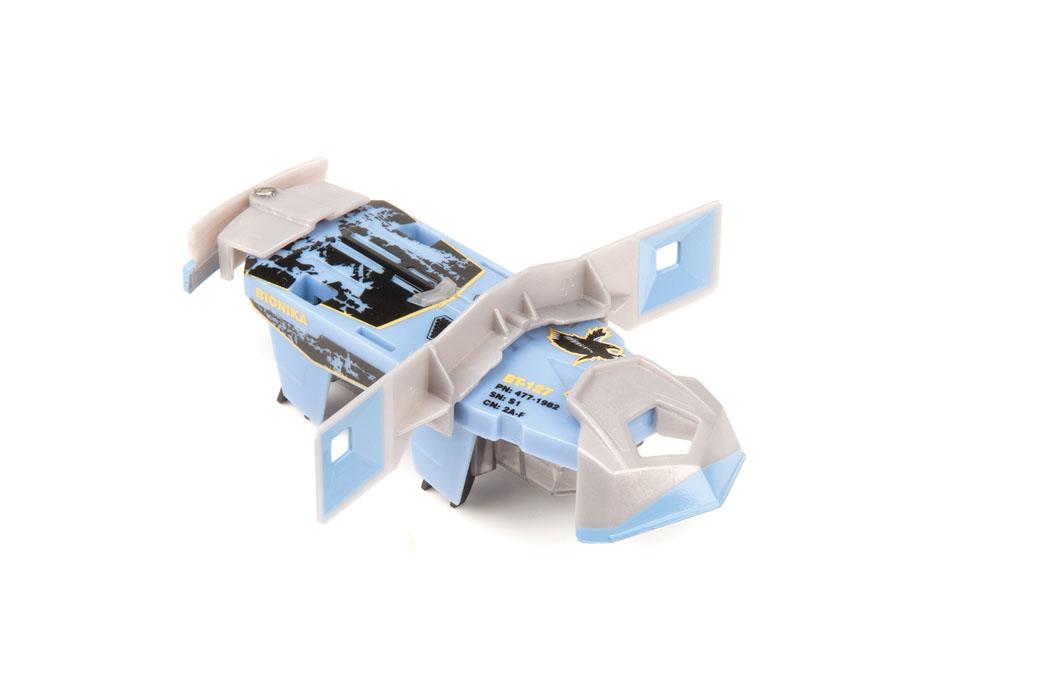 Микро-робот Hexbug Warriors. Bionika, цвет: синий. S1-2A477-1982_3Микро-робот Hexbug Warriors. Bionika, изготовленный из безопасного пластика, создан по уникальной нано-технологии. Представитель академии киборгов в своем обмундировании использует высокотехнологичное оружие – всеразрушающие электромагнитные излучатели, крутящиеся дисковые пилы и мощную броню, что позволяет ему быть достойным соперником для остальных микро-роботов из линейки Hexbug Warriors. Он имеет мощный электромотор, за счет вибрации которого он движется вперед и сметает все на своем пути. Микро-робот оснащен сменными элементами кинетической амуниции, датчиком удара, функцией контроля уровня здоровья. Доступны 2 уровня игры: тренировка и битва. В режиме Тренировка датчик удара и функция контроля уровня здоровья отключены. В режиме Битва каждый удар снижает уровень здоровья микро-робота. Подготовьте бойца к сражению, нажмите на кнопку и удерживайте ее в течение трех секунд, когда загорится зеленый индикатор жизни - смело...