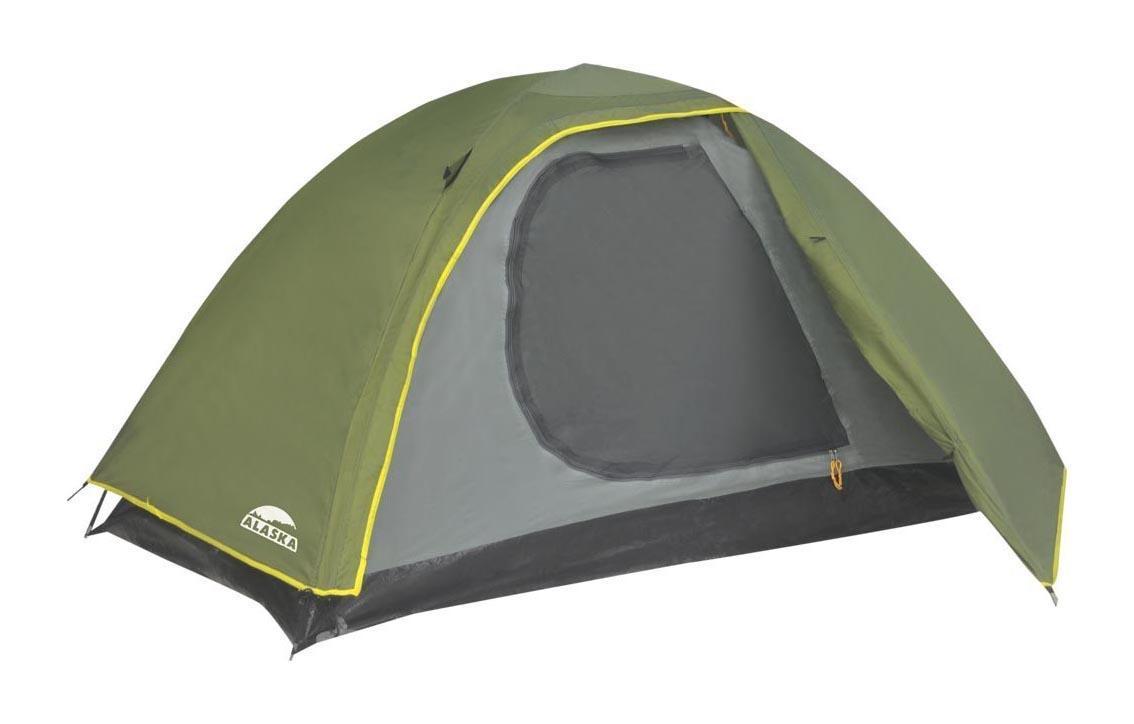 ALASKA Палатка Трек 3, цвет: олива. Арт.2609026090-516-00Бюджетная туристическая палатка Trek 3 от одного из ведущих мировых производителей Alaska отлично подойдет для отдыха на природе в теплое время года и в межсезонье. Легкий вес 2,9 кг и простота сборки сделали ее настоящим хитом продаж в своем ценовом сегменте. Установить палатку может даже неподготовленный путешественник в течение нескольких минут и без посторонней помощи. Основа этой трехместной палатки — две прочные и легкие фибергласовые дуги, укрепленные металлическими капсюлями в местах соединений. Они не ржавеют, не теряют своей прочности при длительном нагревании прямыми солнечными лучами и прекрасно противостоят порывам ветра. Для дополнительной устойчивости конструкции интернет-магазин «Моя Планета» рекомендует использовать штормовые оттяжки, поставляемые в комплекте. Палатка двухслойная: внешний тент выполнен из хорошо знакомого опытным туристам материала с влагоотталкивающим покрытием Poly Taffeta 190T PU 2000, готового выдержать натиск даже...