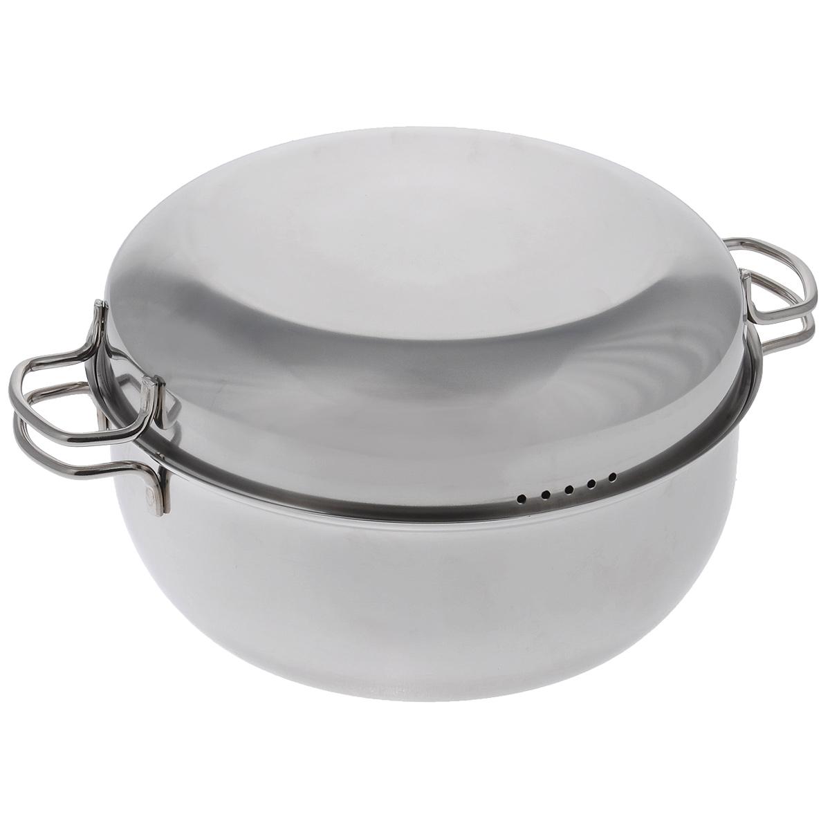 Мантоварка АМЕТ с крышкой, 2 яруса, 4,5 л1с915Мантоварка АМЕТ предназначена для приготовления диетических блюд на пару, в частности - мантов. Изделие гигиенично и безопасно для здоровья. Нержавеющая сталь обладает малой теплопроводностью, поэтому посуда из нее остывает гораздо медленнее, чем любой другой вид посуды, а значит, приготовленное в ней более длительное время остается горячим. Мантоварка имеет две решетки с ручками из нержавеющей стали, на ножках и крышку. Крышка плотно прилегает к краю мантоварки, сохраняя аромат блюд. Крышка оснащена двумя удобными ручками и отверстиями для выпуска пара. Подходит для газовых и электрических плит. Можно мыть в посудомоечной машине. Высота стенки: 11,5 см. Толщина стенки: 0,2 см. Толщина дна: 0,3 см. Ширина мантоварки (с учетом ручек): 35 см. Диаметр решетки: 25 см. Высота решетки (с учетом ножек и ручки): 9,5 см. Высота мантоварки (с учетом крышки): 16 см.