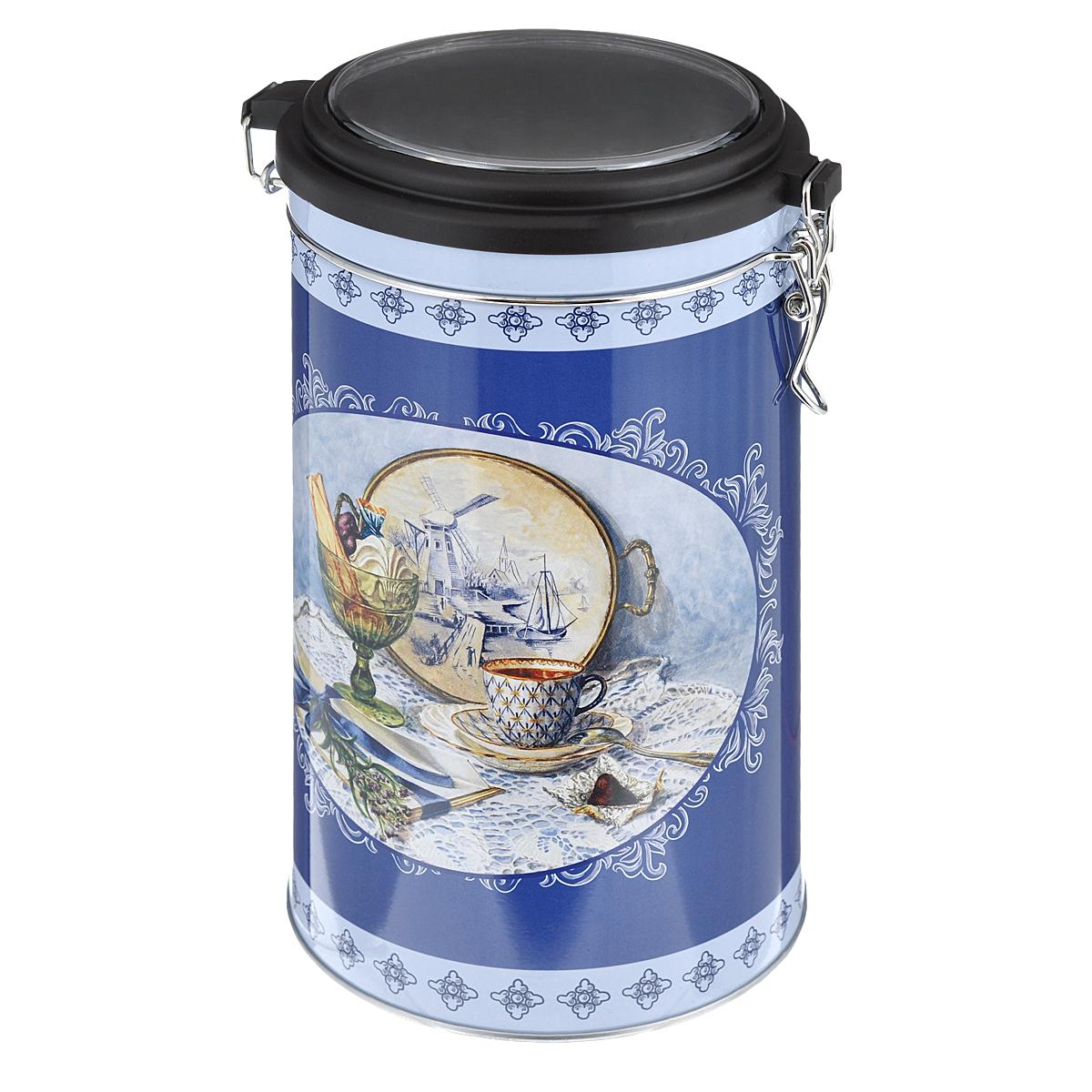 Банка для сыпучих продуктов Феникс-презент Синий натюрморт, 1,8 л37636Банка для сыпучих продуктов Феникс-презент Синий натюрморт, изготовленная из окрашенного черного металла, оформлена ярким рисунком. Банка прекрасно подойдет для хранения различных сыпучих продуктов: специй, чая, кофе, сахара, круп и многого другого. Емкость плотно закрывается прозрачной пластиковой крышкой на металлический замок. Благодаря этому она будет дольше сохранять свежесть ваших продуктов. Функциональная и вместительная, такая банка станет незаменимым аксессуаром на любой кухне. Нельзя мыть в посудомоечной машине. Объем банки: 1,8 л. Высота банки (без учета крышки): 17,4 см. Диаметр банки (по верхнему краю): 10,5 см.
