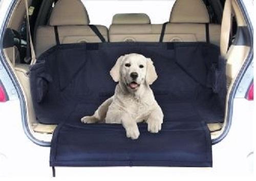 Подстилка в багажник автомобиля Fauna, 160 см х 121 см х 72 см52023Подстилка в багажник автомобиля Fauna изготовлена из плотного полиэстера. С ее помощью в автомобиле можно спокойно перевозить домашних животных. Подстилка крепится с помощью липучек на задние сиденья автомобиля, а также в багажник. Преимущества: - Подходит для багажника всех распространенных типов автомобилей. - Съемный и моющийся коврик (можно стирать при 60°С). - Покрытие мягкое, водонепроницаемое, грязеотталкивающее. - Защищает багажник от грязи и шерсти. - Ремни для безопасного и нескользящего крепления. - Откидывающаяся защита для бампера от царапин. Инструкция: 1. Разместите подстилку в багажник и застегните ремни вокруг подголовников заднего сиденья. 2. Зафиксируйте стороны с помощью крепления-липучки и разверните защиту бампера. 3. Положите коврик на подстилку, зафиксируйте его с помощью липучек. Состав: полиэстер. Товар сертифицирован.