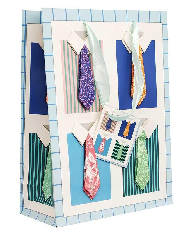 Пакет подарочный Яркие галстуки, 18 х 8 х 24 см1315-SB Пакет Яркие галстукиДизайнерский подарочный пакет Яркие галстуки выполнен из плотной бумаги и оформлен ярким красочным рисунком и аппликацией. Дно изделия укреплено плотным картоном, который позволяет сохранить форму пакета и исключает возможность деформации дна под тяжестью подарка. Для удобной переноски на пакете имеются две атласные ручки. Подарок, преподнесенный в оригинальной упаковке, всегда будет самым эффектным и запоминающимся. Окружите близких людей вниманием и заботой, вручив презент в нарядном, праздничном оформлении.