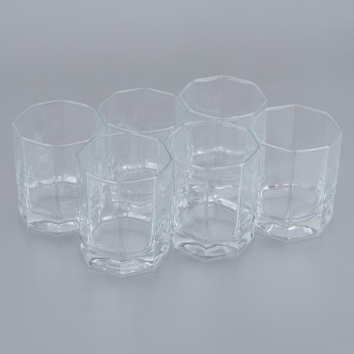 Набор стопок для водки Pasabahce Hisar, 60 мл, 6 шт42600BНабор Pasabahce Hisar, состоящий из шести стопок, несомненно, придется вам по душе. Стопки изготовлены из высококачественного натрий-кальций-силикатного стекла и имеют слегка скошенное дно. Изделия предназначены для подачи водки. Стопки выполнены в оригинальном элегантном дизайне и прекрасно будут смотреться за праздничным столом и на кухне в повседневной жизни. Набор стопок Pasabahce Hisar идеально подойдет для сервировки стола и станет отличным подарком к любому празднику. Высота стопки: 5,5 см Диаметр стопки (по верхнему краю): 4,5 см.