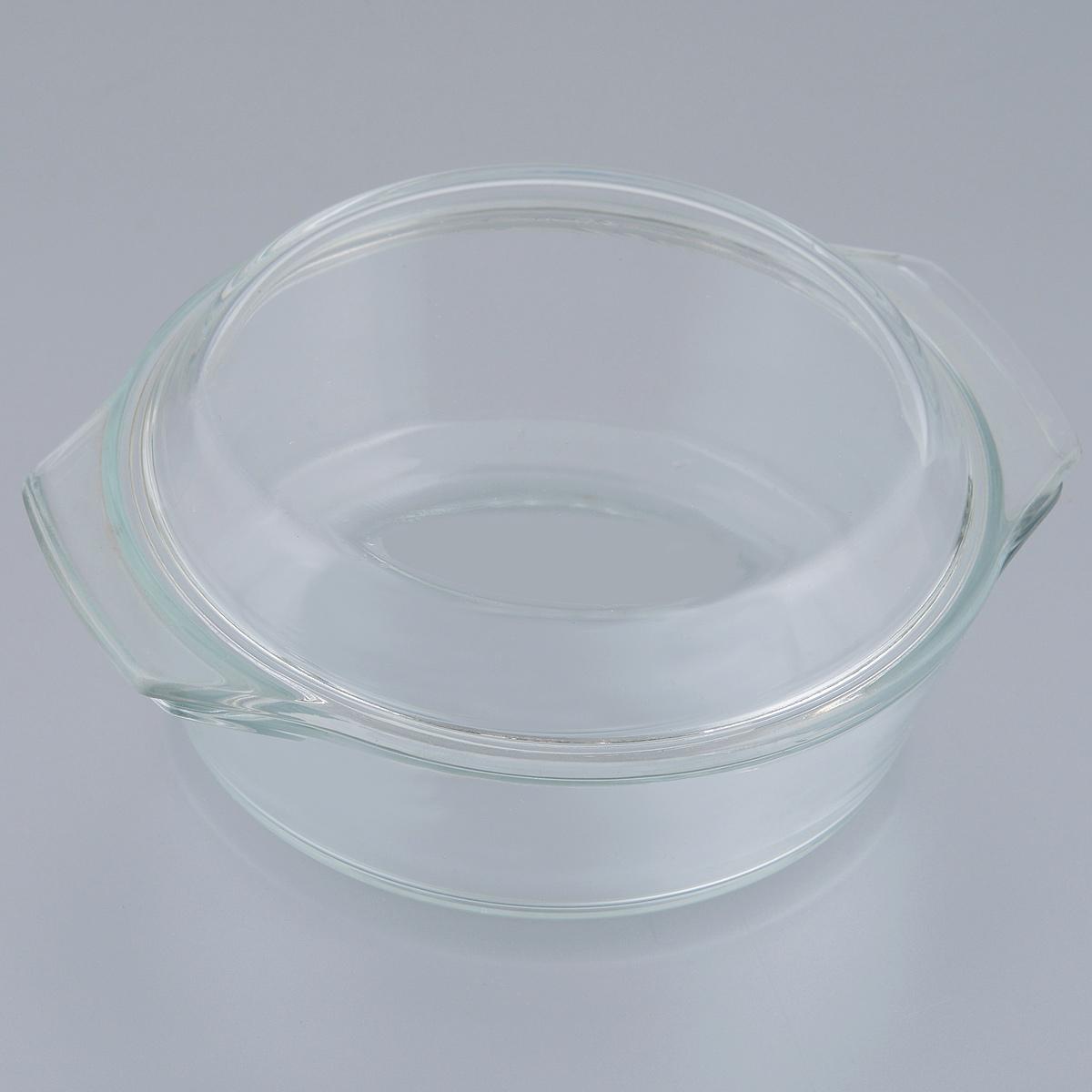 Кастрюля Mijotex с крышкой, 0,7 лPL17Кастрюля Mijotex изготовлена из экологически чистого жаропрочного стекла и оснащена крышкой, которую также можно использовать как отдельную емкость. Стекло - самый безопасный для здоровья материал. Посуда из стекла не вступает в реакцию с готовящейся пищей, а потому не выделяет никаких вредных веществ, не подвергается воздействию кислот и солей. Из-за невысокой теплопроводности пища в стеклянной посуде гораздо медленнее остывает. Стеклянная посуда очень удобна для приготовления, разогрева и хранения самых разнообразных блюд: супов, вторых блюд, десертов. Используя такую кастрюлю, вы можете не только приготовить в ней пищу, но и подать ее к столу, не меняя посуды. Благодаря гладкой идеально ровной поверхности посуда легко моется. Допускается нагрев посуды до 250°С. Можно использовать в микроволновой печи, духовом шкафу, на газовых конфорках и электроплитах. Можно использовать для хранения в холодильнике и морозильной камере. Можно мыть в посудомоечной машине. ...