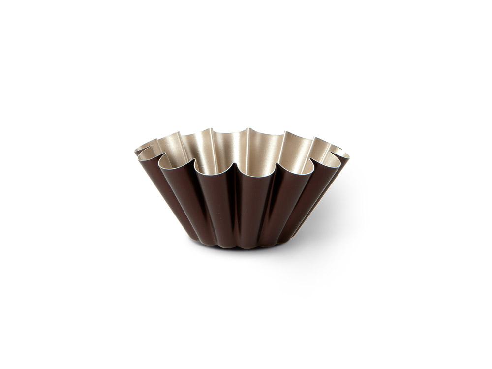 Форма для пудинга TVS Dolci Idee, с антипригарным покрытием, цвет: золотистый, шоколадный, диаметр 22 см82078221030201Высокая форма для пудинга TVS Dolci Idee изготовлена из высококачественного алюминия с внутренним антипригарным покрытием Ipertek. Оригинальная по дизайну форма имеет внутренне покрытие золотистого цвета, а внешнее шоколадного. Форма предназначена для использования в духовом шкафу. Можно мыть в посудомоечной машине. Простая в уходе и долговечная в использовании форма для пудинга TVS Dolci Idee будет верной помощницей в создании ваших кулинарных шедевров. Диаметр формы: 22 см. Высота стенки: 8 см. Диаметр дна: 9 см.