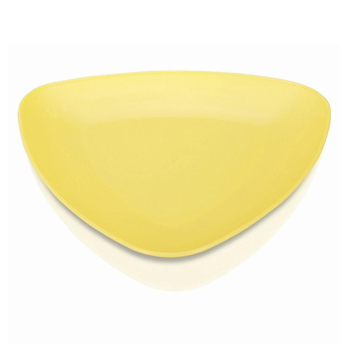 Тарелка Ucsan, треугольная, цвет в ассортименте, 23 х 23 смM-731Тарелка Ucsan изготовлена из высококачественного пищевого пластика, имеет треугольную форму. Изделие прекрасно подойдет для сервировки различных закусок. Необычная форма и яркие цвета позволят стать такой тарелке красивым дополнением сервировки стола. Можно мыть в посудомоечной машине. Уважаемые клиенты! Товар поставляется в цветовом ассортименте. Отгрузка производится из имеющихся в наличии цветов. Размер тарелки: 23 см х 23 см х 1 см.