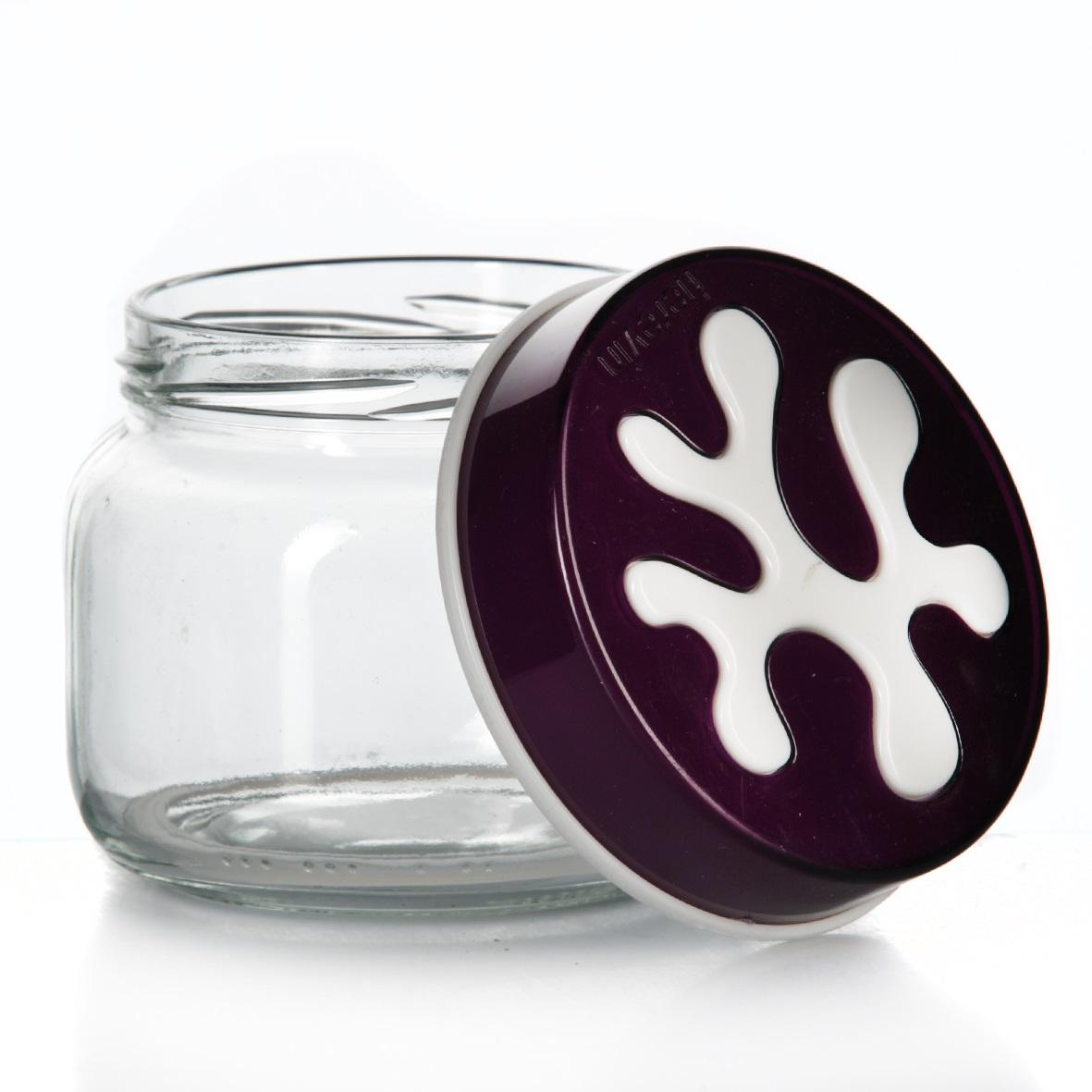 Банка для сыпучих продуктов Herevin, цвет: фиолетовый, 400 мл. 135357-003135357-003Банка для сыпучих продуктов Herevin изготовлена из прочного стекла и оснащена плотно закрывающейся пластиковой крышкой. Благодаря этому внутри сохраняется герметичность, и продукты дольше остаются свежими. Изделие предназначено для хранения различных сыпучих продуктов: круп, чая, сахара, орехов и т.д. Функциональная и вместительная, такая банка станет незаменимым аксессуаром на любой кухне. Можно мыть в посудомоечной машине. Пластиковые части рекомендуется мыть вручную. Объем: 400 мл. Диаметр (по верхнему краю): 7,5 см. Высота банки (без учета крышки): 8 см.