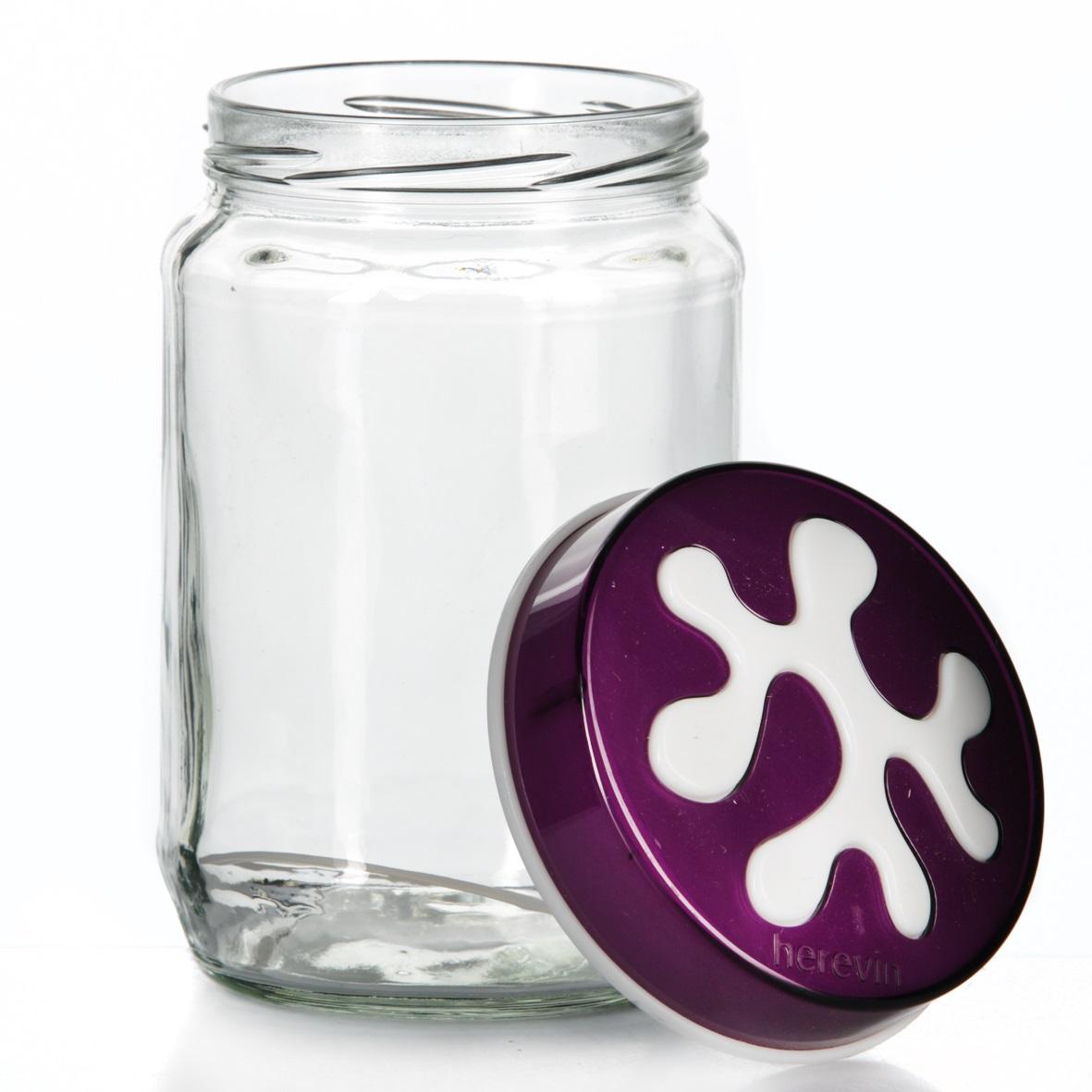 Банка для сыпучих продуктов Herevin, цвет: фиолетовый, 720 мл. 135367-003135367-003Банка для сыпучих продуктов Herevin изготовлена из прочного стекла и оснащена плотно закрывающейся пластиковой крышкой. Благодаря этому внутри сохраняется герметичность, и продукты дольше остаются свежими. Изделие предназначено для хранения различных сыпучих продуктов: круп, чая, сахара, орехов и т.д. Функциональная и вместительная, такая банка станет незаменимым аксессуаром на любой кухне. Можно мыть в посудомоечной машине. Пластиковые части рекомендуется мыть вручную. Объем: 720 мл. Диаметр (по верхнему краю): 7,5 см. Высота банки (без учета крышки): 14 см.