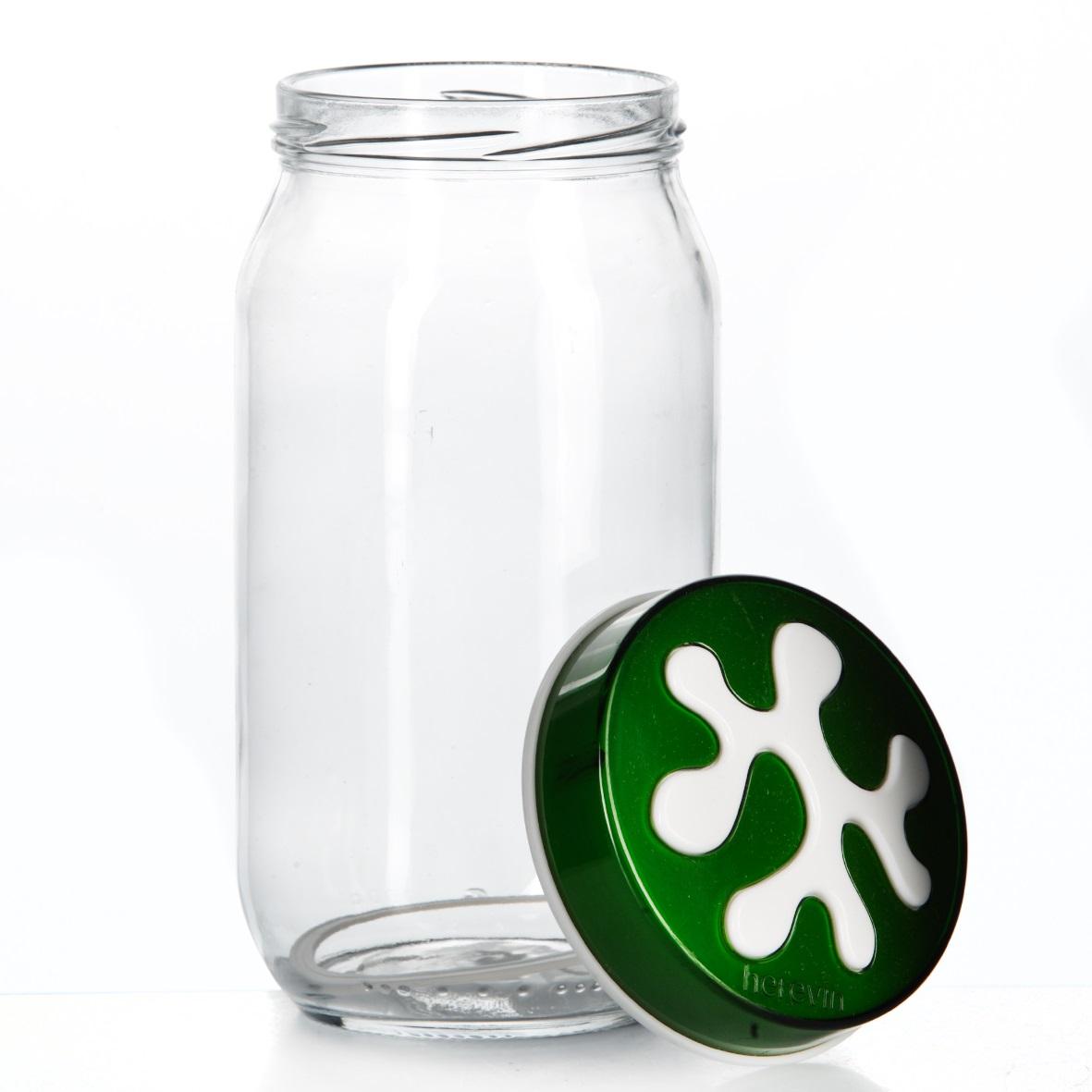 Банка для сыпучих продуктов Herevin, цвет: зеленый, 1 л. 135377-002135377-002Банка для сыпучих продуктов Herevin изготовлена из прочного стекла и оснащена плотно закрывающейся пластиковой крышкой. Благодаря этому внутри сохраняется герметичность, и продукты дольше остаются свежими. Изделие предназначено для хранения различных сыпучих продуктов: круп, чая, сахара, орехов и т.д. Функциональная и вместительная, такая банка станет незаменимым аксессуаром на любой кухне. Можно мыть в посудомоечной машине. Пластиковые части рекомендуется мыть вручную. Объем: 1 л. Диаметр (по верхнему краю): 7,5 см. Высота банки (без учета крышки): 18 см.