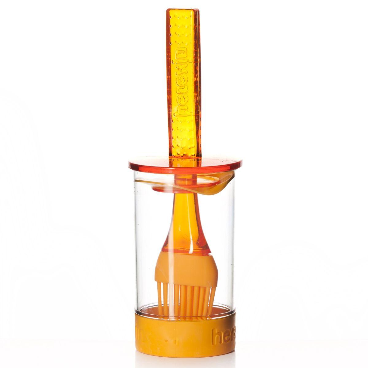 Емкость для соуса Herevin, с кисточкой, цвет: оранжевый, 250 мл161260-000Емкость для соуса Herevin выполнена из прочного пластика. В нижней части емкости имеется вставка из приятного на ощупь силикона, который не позволит ей выскользнуть из ваших рук. Емкость плотно закрывается пластиковой крышкой с уплотнителем и встроенной силиконовой кисточкой. Кисточка хорошо распределяет соус, маринад или другую смазку. Такое удобное приспособление поможет вам смазать соусом готовое блюдо и не разбрызгать его. Налейте соус в емкость, опустите туда кисточку и, уже поднеся к пирогу или мясу, смазывайте. Также емкость прекрасно подходит для приготовления и хранения соуса, маринада. Диаметр емкости: 6 см. Высота емкости (без учета крышки): 11 см. Длина кисточки: 20 см. Уважаемые клиенты! Обращаем ваше внимание на возможные изменения в цветовом дизайне товара, связанные с ассортиментом продукции. Поставка осуществляется в зависимости от наличия на складе.