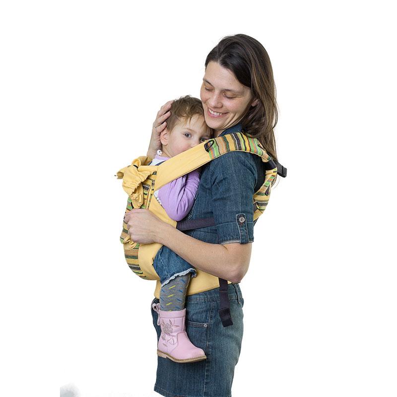 Слинг-рюкзак Чудо-Чадо Уичоли, цвет: светло-желтыйСРЧ01-004Уичоли - это племя индейцев, которые носят множество вышитых сумочек, любят слинги, сумки, ткачество и вышивку. За это антропологи назвали их племенем художников. Классический слинг-рюкзак Уичоли выполнен в этно-стиле из натуральной, дышащей, гипоаллергенной, износостойкой и простой в уходе ткани - 100% хлопка с отделкой из 100% полиэстера. Твил внутри и мягкие края рюкзака не натирают нежную кожу ребенка и не врезаются в ножки. Чтобы спинке малыша было комфортно, верхний край сделан из мягкого валика. Все крепления лямок и края сиденья рюкзака дополнительно усилены. В лямках рюкзака в качестве наполнителя использована специальная пенка. Она хорошо держит форму, устойчива к самой интенсивной эксплуатации, не подвержена разрушению под воздействием воды, моющих средств и ультрафиолетовых лучей. Широкий пояс помогает правильно распределить вес и разгружает спину. Рюкзак снабжен двойным вместительным карманом для мелочей и регулируемым капюшоном-подголовником. ...