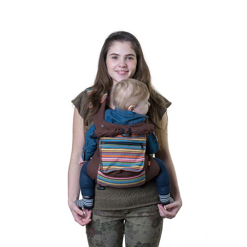 Слинг-рюкзак Чудо-Чадо Уичоли, цвет: шоколадныйСРЧ01-001Уичоли - это племя индейцев, которые носят множество вышитых сумочек, любят слинги, сумки, ткачество и вышивку. За это антропологи назвали их племенем художников. Классический слинг-рюкзак Уичоли выполнен в этно-стиле из натуральной, дышащей, гипоаллергенной, износостойкой и простой в уходе ткани - 100% хлопка с отделкой из 100% полиэстера. Твил внутри и мягкие края рюкзака не натирают нежную кожу ребенка и не врезаются в ножки. Чтобы спинке малыша было комфортно, верхний край сделан из мягкого валика. Все крепления лямок и края сиденья рюкзака дополнительно усилены. В лямках рюкзака в качестве наполнителя использована специальная пенка. Она хорошо держит форму, устойчива к самой интенсивной эксплуатации, не подвержена разрушению под воздействием воды, моющих средств и ультрафиолетовых лучей. Широкий пояс помогает правильно распределить вес и разгружает спину. Рюкзак снабжен двойным вместительным карманом для мелочей и регулируемым капюшоном-подголовником. ...