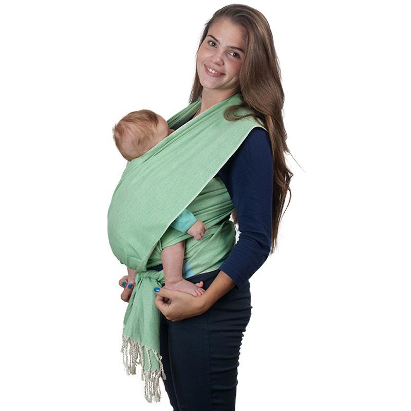 Слинг-шарф Чудо-Чадо Fareeda, цвет: светло-зеленый, 532 см х 62 смСШФ04-000Слинг-шарф Чудо-Чадо Fareeda - замечательный помощник для молодой мамы: освобождает руки, создает близкий контакт с малышом, позволяет покормить незаметно для окружающих, прекрасно успокаивает малыша. Множество вариантов намоток, великолепная поддержка неокрепшей спинки ребенка, забота о маминой спине. Слинг-шарф ручной работы выполнен из 100% хлопка специальным саржевым (диагональным) плетением, которое наилучшим образом способно распределять вес ребенка в слинге и нагрузку на мамину спину. Отсутствие подгибки по краям шарфа делает его особенно комфортным - швы не врезаются в маленькие ножки малыша. На полях, где растёт этот хлопок, не используется никаких химикатов (пестицидов, инсектицидов, химических удобрений). Для удаления сорняков проводится ручная прополка. Исключено применение генетически модифицированных хлопковых семян. Окрашивают ткань красителями, созданными на основе натуральных компонентов. Именно поэтому в коллекции нет чересчур ярких расцветок. Всё это означает...