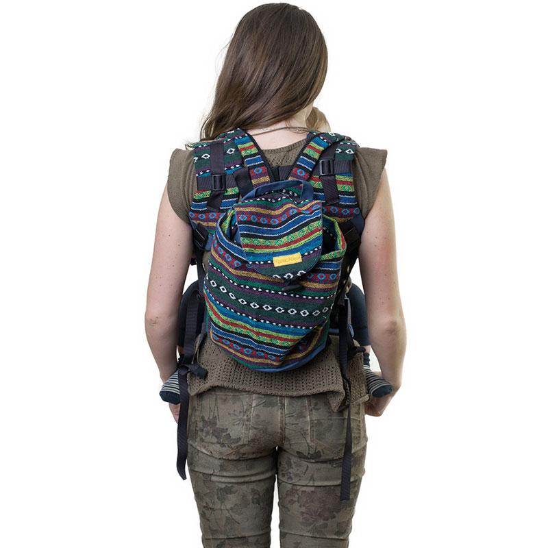 Сумка-рюкзак для мамы Чудо-Чадо Уичоли, цвет: индигоСРМ01-002Уичоли - это племя индейцев, которые носят множество вышитых сумочек, любят слинги, сумки, ткачество и вышивку. За это антропологи назвали их племенем художников. Сумка-рюкзак Уичоли выполнена в этно-стиле из натуральной, дышащей, гипоаллергенной, износостойкой и простой в уходе ткани. Она содержит одно отделение, затягивается сверху на кулиску и дополнительно закрывается клапаном на пуговице. Сумка- рюкзак оснащена регулируемыми по длине лямками для переноски на спине и текстильной ручкой для переноски в руке. При необходимости лямки могут соединяться с помощью застежки-молнии, образуя тем самым широкую лямку. Уважаемые клиенты! Обращаем ваше внимание на то, что слинг-рюкзак в комплект не входит.