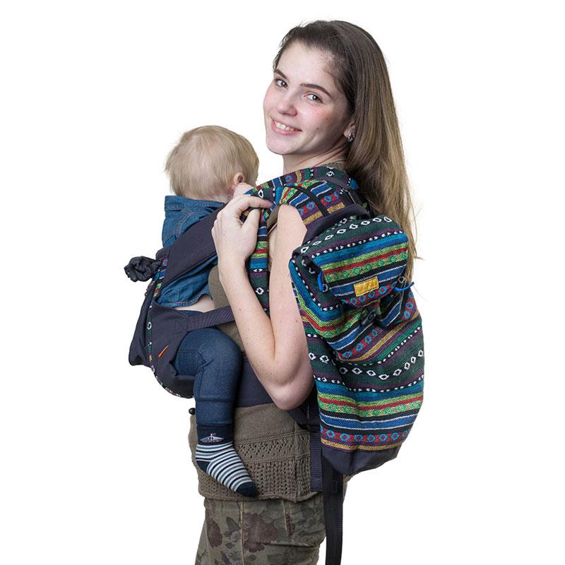 Сумка-рюкзак для мамы Чудо-Чадо Уичоли, цвет: темно-синийСРМ01-003Уичоли - это племя индейцев, которые носят множество вышитых сумочек, любят слинги, сумки, ткачество и вышивку. За это антропологи назвали их племенем художников. Сумка-рюкзак Уичоли выполнена в этно-стиле из натуральной, дышащей, гипоаллергенной, износостойкой и простой в уходе ткани. Она содержит одно отделение, затягивается сверху на кулиску и дополнительно закрывается клапаном на пуговице. Сумка- рюкзак оснащена регулируемыми по длине лямками для переноски на спине и текстильной ручкой для переноски в руке. При необходимости лямки могут соединяться с помощью застежки-молнии, образуя тем самым широкую лямку. Уважаемые клиенты! Обращаем ваше внимание на то, что слинг-рюкзак в комплект не входит.
