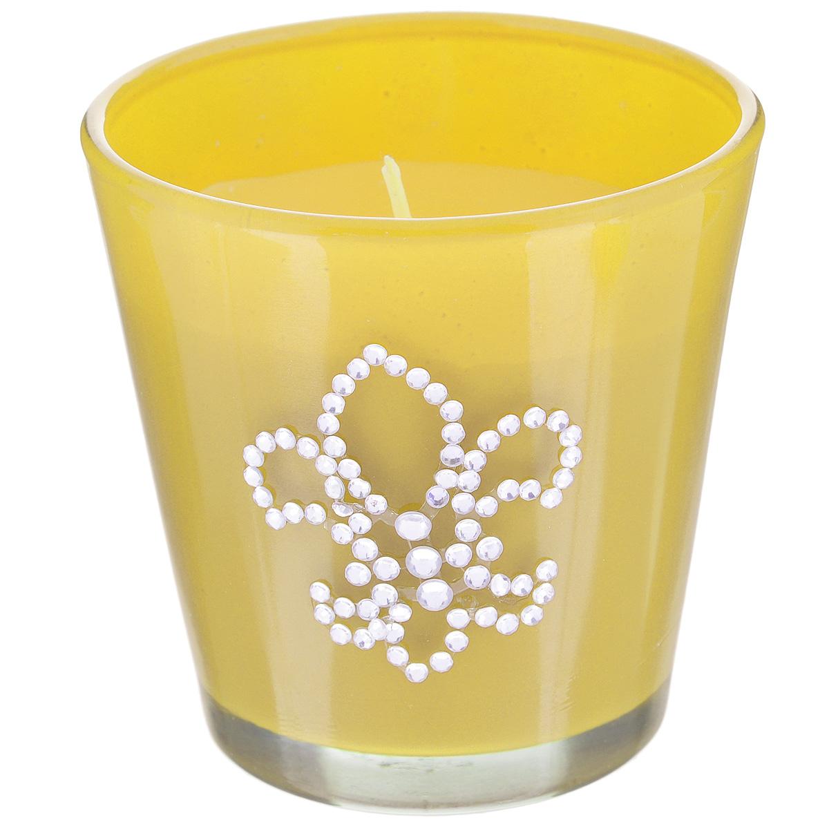 Свеча декоративная Феникс-презент Ананас, ароматизированная32768Оригинальная ароматизированная свеча Феникс-презент Ананас, изготовленная из парафина, помещена в стакан из матового стекла, декорированный стразами. Свеча наполнит вашу комнату приятным фруктовым ароматом и создаст в ней уютную атмосферу. Вы можете поставить свечу в любом месте, где она будет удачно смотреться и радовать глаз. Кроме того, эта свеча - отличный вариант подарка для ваших близких и друзей.