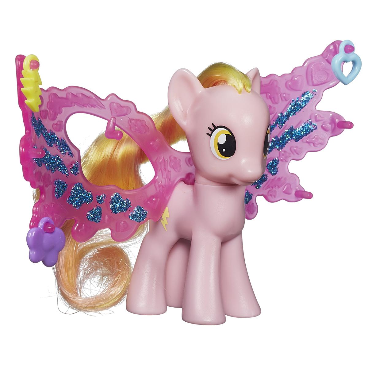 My Little Pony Фигурка пони Хани Рейс с волшебными крыльямиB0358EU4_B0672Фигурка My Little Pony Хани Рейс привлечет внимание вашей малышки! Она выполнена из прочного пластика в виде милой пони Хани Рейс с яркой гривой и хвостом. Головка фигурки подвижна. В комплект с пони входят большие пластиковые крылья и три аксессуара, которыми их можно украсить. Вашей принцессе понравится играть с фигуркой и воссоздавать сцены из любимого мультсериала. Порадуйте ее таким замечательным подарком!