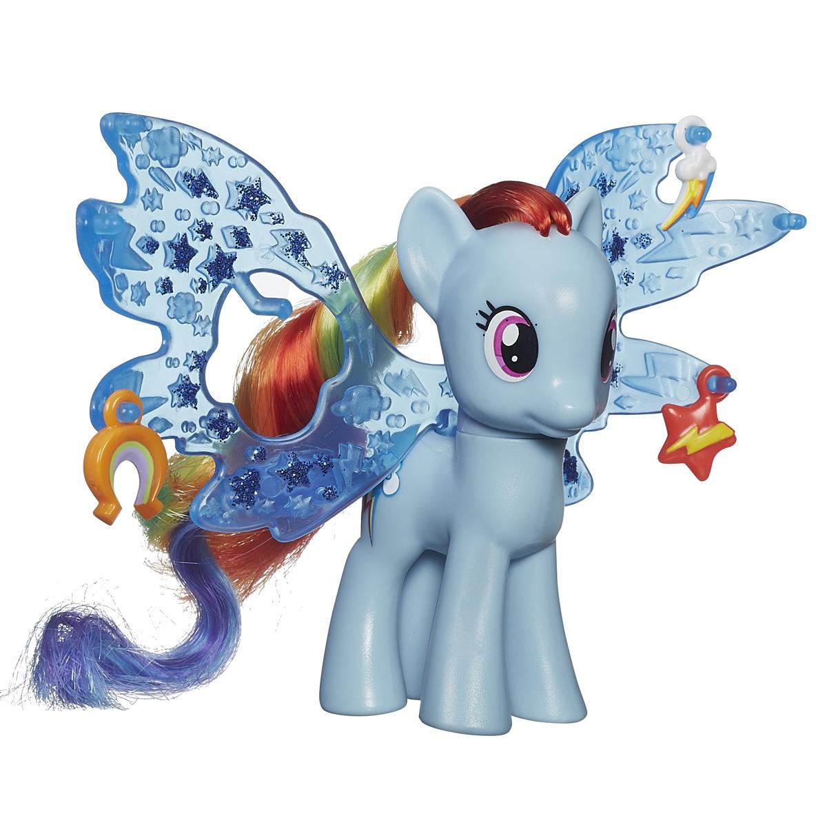 My Little Pony Фигурка пони Рейнбоу Дэш с волшебными крыльямиB0358EU4_B0671Фигурка My Little Pony Рейнбоу Дэш привлечет внимание вашей малышки! Она выполнена из прочного пластика в виде очаровательной пони Рейнбоу Дэш с яркой гривой и хвостом с цветными прядками. Головка фигурки подвижна. В комплект с пони входят большие пластиковые крылья и три аксессуара, которыми их можно украсить. Вашей принцессе понравится играть с фигуркой и воссоздавать сцены из любимого мультсериала. Порадуйте ее таким замечательным подарком!