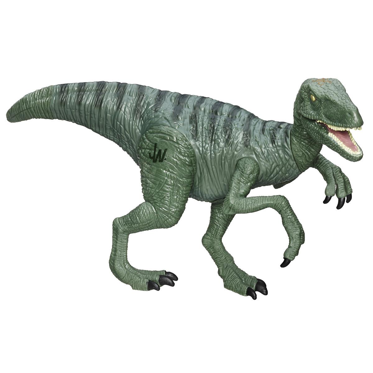 Фигурка Jurassic World Титаны: Velociraptor CharlieB1139 B1140_ VELOCIRAPTOR  CHARLIEФигурка динозавра Jurassic World Титаны: Velociraptor Charlie непременно понравится вашему ребенку! Любителям реалистичных имитаций обитателей животного мира в доисторический период данное изделие подойдет как нельзя лучше. Велоцираптор Чарли - очень качественная фигурка, которая обладает отличной детализацией и сохранением пропорций тела динозавра. Игрушка изготовлена из безопасных и надежных материалов, на высоком уровне имитирующих особенности кожи древних ящеров. Верхние конечности фигурки двигаются. Ваш ребенок часами будет играть с фигуркой, придумывая различные истории. Порадуйте его таким замечательным подарком!
