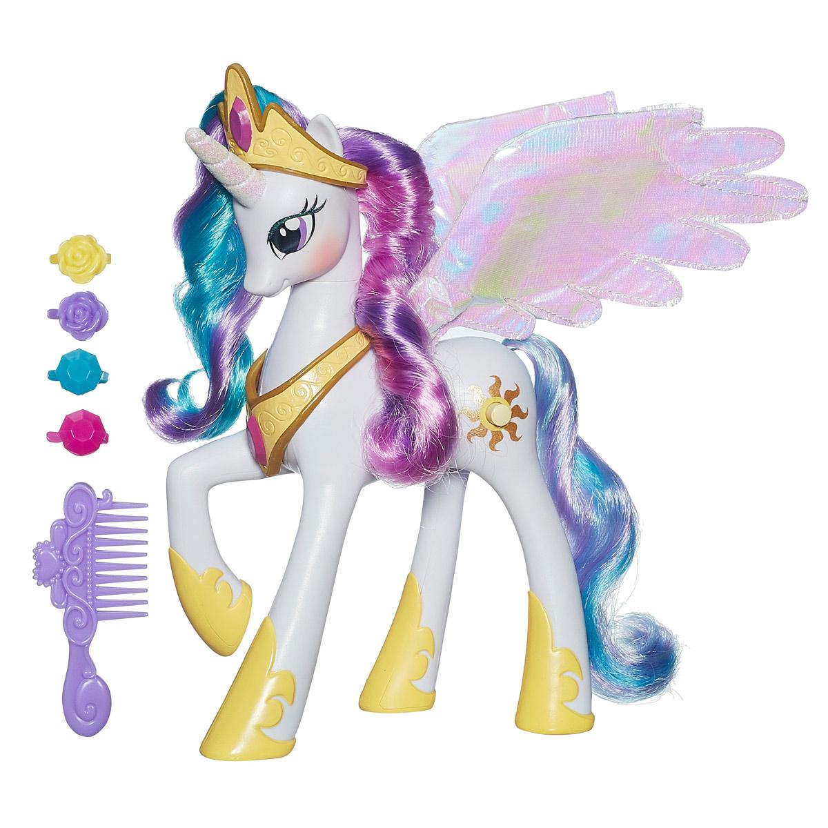 My Little Pony Игрушка Принцесса Селестия с аксессуарамиA0633EU4Игровой набор My Little Pony Принцесса Селестия привлечет внимание вашей малышки и не позволит ей скучать. Набор состоит из прекрасной пони с разноцветными длинными гривой и хвостом, расчески и четырех разноцветных заколочек. У пони восхитительные перламутровые крылья. При нажатии кнопку на корпусе игрушки пони звучат забавные звуки, а ее крылья светятся. Ваша малышка будет часами играть с набором, придумывая различные истории. Порадуйте ее таким замечательным подарком! Рекомендуется докупить 2 батарейки напряжением 1,5V типа ААА (товар комплектуется демонстрационными). Уважаемые клиенты! Обращаем ваше внимание на ассортимент в дизайне аксессуаров. Поставка возможна в зависимости от наличия на складе.