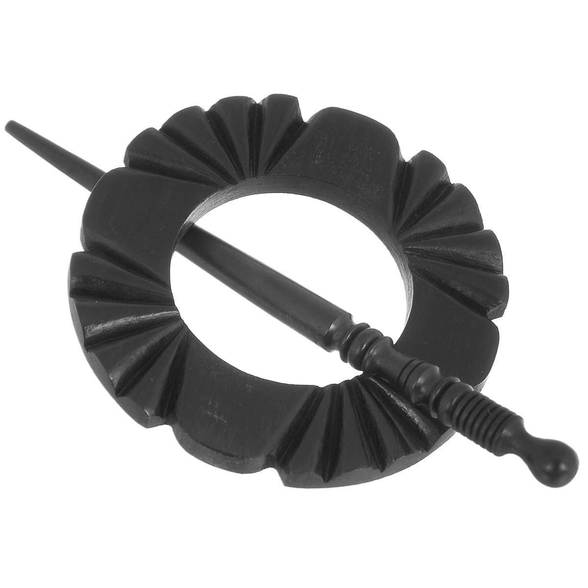 Застежка декоративная Prym Розетка, цвет: черный417753Декоративная застежка Prym Розетка изготовлена из натурального дерева и выполнена в виде палочки и декоративного элемента - розетки с большим отверстием по центру. С ее помощью можно пристегнуть кардиган, пончо, палантин или шаль или просто одеть на шерстяной свитер в качестве украшения. Этот красивый, но в то же время функциональный аксессуар непременно понравится вам, а также станет замечательным подарком родным и близким людям! Длина палочки: 13 см. Диаметр декоративного элемента: 7,7 см.