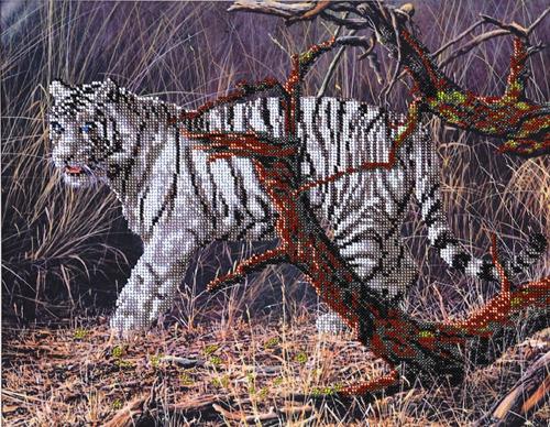 Набор для вышивания бисером Hobby & Pro Белый тигр, 40 х 31 см486356Набор для вышивания бисером Hobby & Pro Белый тигр поможет вам создать свой личный шедевр - красивую картину, частично вышитую бисером по цветному фону. Работа, выполненная своими руками, станет отличным подарком для друзей и близких! Набор содержит: - ткань с нанесенным цветным рисунком (размер ткани 40 см х 49 см), - бисер Preciosa Ornela (Чехия) - 11 цветов, - игла для бисера, - инструкция на русском языке.