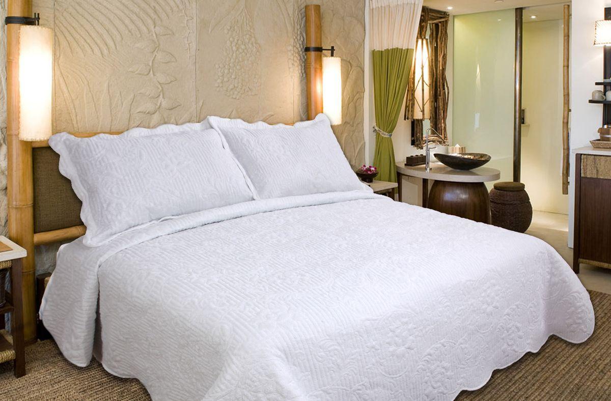 Комплект для спальни Buenas Noches Verona: покрывало 230 х 250 см, 2 наволочки 50 х 70 см, цвет: белый71754Комплект для спальни Buenas Noches состоит из покрывала и двух наволочек с воланами, выполненных из полиэстера. Это мягкая, прочная, износоустойчивая ткань, легко стирается и чистится. Именно поэтому она очень часто используется для домашнего текстиля. Полиэстер экологичен, гипоаллергенен, безопасен для детей и людей с аллергическими заболеваниями. Покрывала Buenos Noches - идеальное решение для вашего интерьера! Станьте дизайнером и создайте свой стиль! Buenos Noches - Элегантно, Стильно, Качественно! В ассортименте вы найдете постельное белье, пледы и покрывала. Вся продукция выполнена из тканей высшего качества с использованием стойких и безвредных красителей. В комплект входит: - Покрывало - 1 шт. Размер: 230 см х 250 см. - Наволочка - 2 шт. Размер: 50 см х 70 см.
