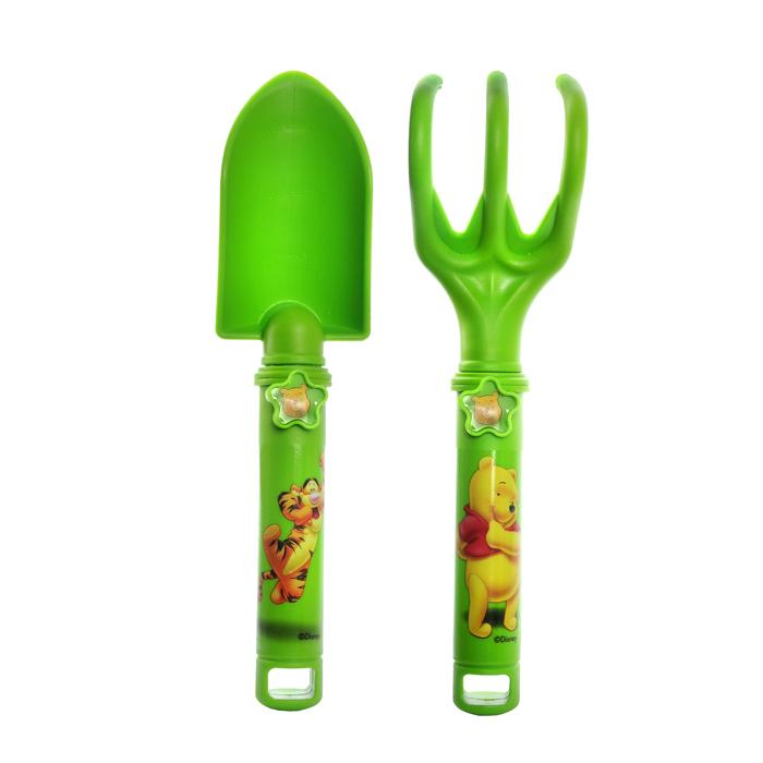 Набор садовых инструментов Disney Винни и его друзья, цвет: зеленый, 2 предмета64751Набор инструментов Disney Винни и его друзья изготовленный из полипропилена, предназначен для работ в саду, огороде. В набор входит удобная лопатка, с отметками глубины погружения (2,5 см - 7 см) и разрыхлитель. Инструменты выполнены в ярком, забавном дизайне. Оригинальный набор обязательно понравится вашему маленькому помощнику. Размер рабочей части лопатки: 5,5 см х 10 см. Размер рабочей части разрыхлителя: 6 см х 7 см. Длина инструментов: 23,5 см.