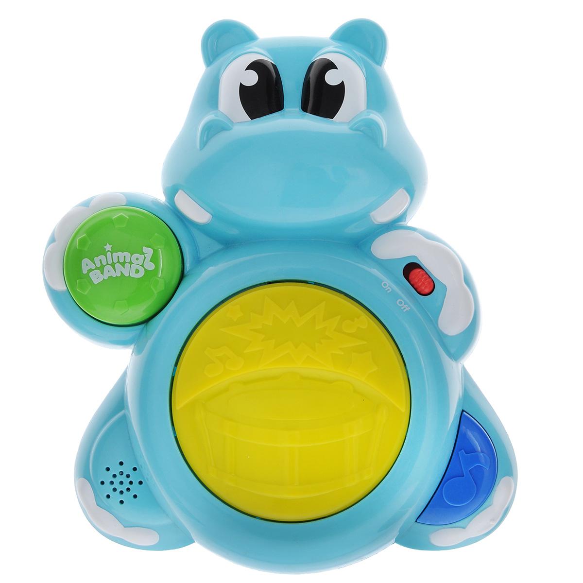 Музыкальная игрушка Keenway Бегемотик-барабанщик31964Музыкальная игрушка Keenway Бегемотик-барабанщик прекрасно подойдет для развития вашего малыша. Игрушка выполнена из высококачественного, безопасного для детей пластика с гипоаллергенными красителями. При включении игрушки раздается радостное звуковое приветствие. При нажатии правой кнопки играют веселые мелодии, а кнопка на левой лапке бегемотика отвечает за звучание ударных инструментов. При этом включаются лампочки, которые мигают при проигрывании музыки. Этот веселый бегемотик поможет развить звуковое восприятие малыша, а также мелкую моторику рук. Рекомендуется докупить 3 батарейки напряжением 1,5 V типа АА (товар комплектуется демонстрационными).
