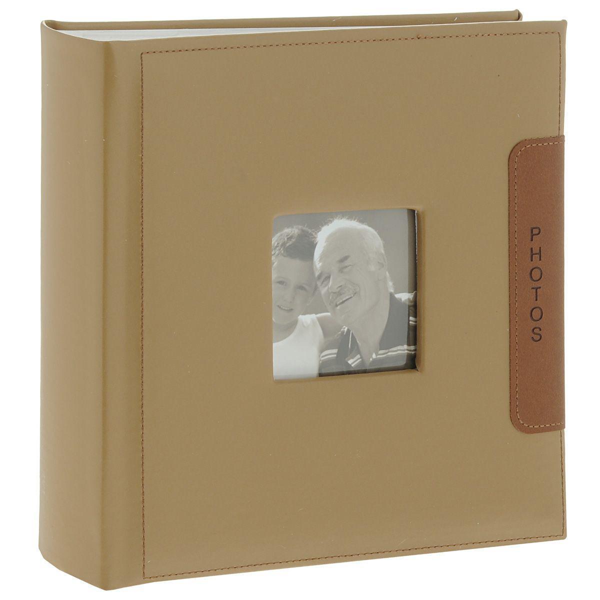 Фотоальбом Image Art -200 10x15 (BBM46200/2) серия 046BBM46200/2/046Фотоальбом Image Art сохранит моменты ваших счастливых мгновений на своих страницах! Обложка из плотного картона обтянута кожей бежевого цвета. С лицевой стороны обложки имеется квадратное окошко для вашей самой любимой фотографии. Внутри содержится блок из 50 белых листов. Альбом рассчитан на 200 фотографий форматом 15 см х 10 см. Для фотографий предусмотрено поле для записей. На каждой странице с фиксатором-окошком из полипропилена можно разместить по 2 фотографии. Переплет книжный. Нам всегда так приятно вспоминать о самых счастливых моментах жизни, запечатленных на фотографиях. Поэтому фотоальбом является универсальным подарком к любому празднику. Вашим родным, близким и просто знакомым будет приятно помещать фотографии в этот альбом.