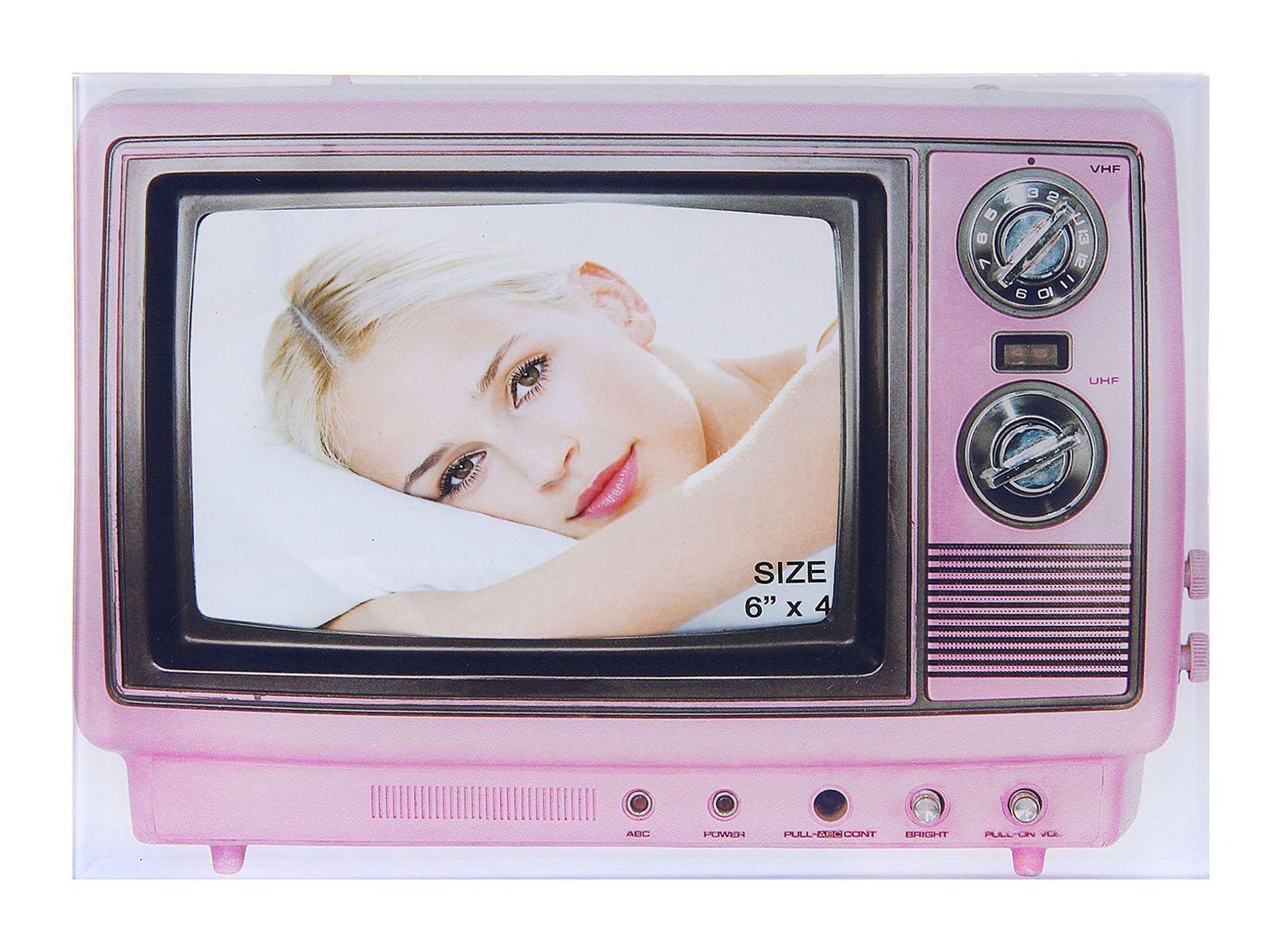 Фоторамка Sima-land Розовый телевизор, 10 х 15 см133422Фоторамка Sima-land Розовый телевизор - прекрасный выбор для тех, кто хочет сделать запоминающийся презент родным и близким. Поможет создать атмосферу праздника. Такой подарок запомнится надолго. В нем прекрасно сочетаются цена и качество.