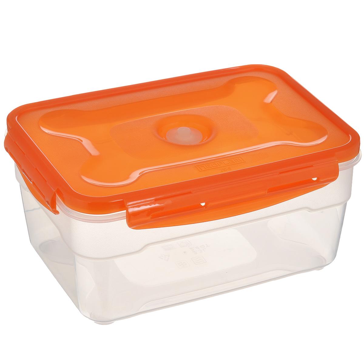 Контейнер вакуумный для пищевых продуктов Atlantis, цвет: оранжевый, 2,3 лVS2R-32оранжевыйКонтейнер Atlantis прямоугольной формы предназначен для хранения пищевых продуктов. Контейнер изготовлен из пищевого пластика, в состав которого включена антибактериальная добавка Microban. Microban, встроенный в структуру пластика, препятствует размножению микроорганизмов, уничтожает до 99,6% бактерий, находящихся на поверхности изделия. Сила межмолекулярных связей внутри полимера удерживает антисептик на поверхности и он не распространяется в сохраняемый продукт. Не изменяет вкусовых свойств хранимых в контейнере продуктов, препятствует размножению болезнетворных бактерий, сохраняет антибактериальные свойства в течение всего срока использования контейнера. Продукты сохраняются свежими дольше, чем в обычных контейнерах. Позволяет предотвратить загрязнение и неприятный запах, вызываемый бактериями, грибком и плесенью. Продукты в вакуумном контейнере можно ставить в морозилку или разогревать в микроволновой печи, не снимая при этом крышку контейнера. ...