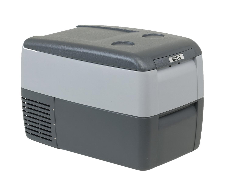 WAECO CoolFreeze 36-CDF автохолодильник, 31 лCDF-36Компрессорный автохолодильник Waeco CoolFreeze CDF-36 имеет внутренний полезный объем 31 литр. Питание 12/24 В для легкового и грузового автомобилей, кабель 220 В можно купить в качестве дополнительной опции Автохолодильник Waeco CoolFreeze CDF-36 охлаждает и замораживает продукты и напитки в диапазоне от +10 до -15С, при температуре окружающей среды до +32С. Автохолодильник оснащен мощным компрессором со встроенной электроникой управления, предохранителем разрядки аккумулятора, цифровым дисплеем для регулировки температуры, внутренней подсветкой и проволочной съемной корзиной для продуктов