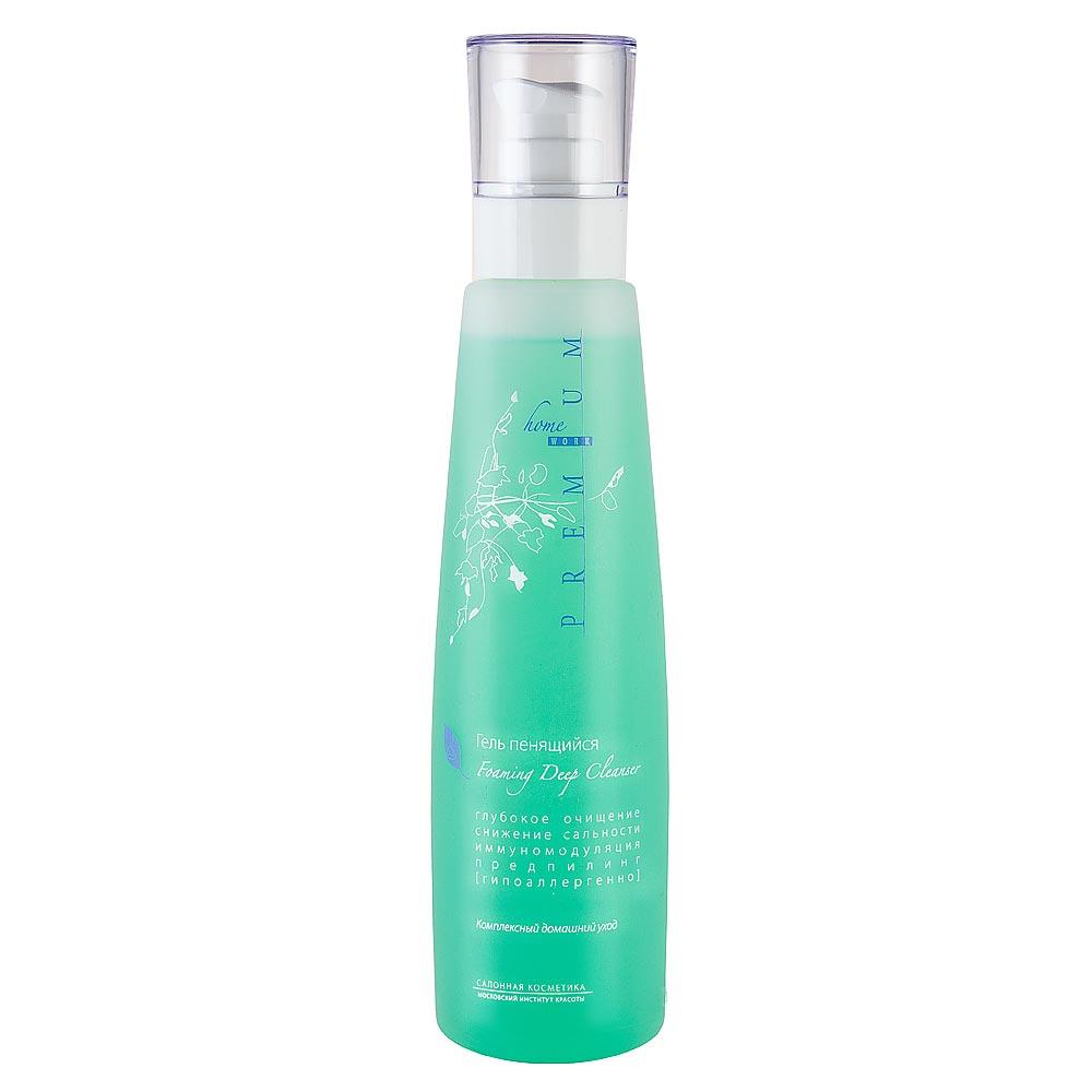 PREMIUM Homework Гель пенящийся 225млГП040029Препарат для проведения этапа очищения в процедурном уходе. Представляет собой гель, образующий пену во время умывания. В состав введены мягкие поверхностно-активные вещества , которые обеспечивают щадящее очищение кожи от загрязнений и избытка кожного сала. Гипоаллергенный. Состав: вода очищенная, вода шунгитовая, натрия лауретсульфат, кокамидопропилбетаин, рапа, глицерин, отдушка, метилхлороизотиазолинон, метилизотиазолинон, красители 19140, 42051. Что делает препарат? Эффективно устраняет загрязнения и избыток кожного сала Способствует сужению пор и снижению сальной секреции Показания к применению Тщательное очищение жирной кожи в домашних условиях. Подготовка любого типа кожи к пилингу АНА 8% в домашних условиях. Что содержится в биоактивном составе? Шунгитовая вода Рапа Как применять? Нанесите средство на смоченную водой салфетку, и круговыми движениями от центра лица к периферии проведите очищение, затем влажной салфеткой снимите пену. При резковыраженной сальности кожи...