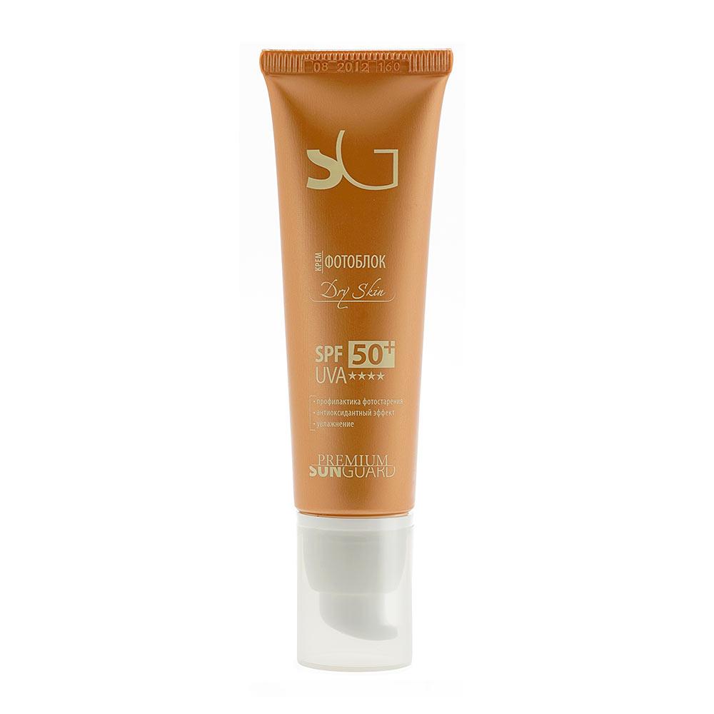 PREMIUM Softouch Крем фотоблок Dry Skin SPF 50, 50 млГП110004Профессиональный препарат для блокировки солнечных лучей спектра А и В при уходе за сухой и сухой увядающей кожей лица. Создан на основе множественной эмульсии, обеспечивающей высокую эффективность работы солнцезащитного средтва и отличные потребительские характеристики (равномерное и комфортное распределение на коже). Крем разработан с учетом сухой кожи: восполняет дефицит липидов и нормализует уровень влаги. Обладает плотной текстурой, но при этом легко наносится и впитывается, не оставляя липкости и жирного блеска и не создавая эффекта белой маски. Состав: вода очищенная, титана диоксид, кремния диоксид, октокрилен, глицерин, бутиленгликоль дикаприлат/дикапрат, фенилбензимидазол сульфоновая кислота, циклопентасилоксан и циклогексасилоксан, бутил метоксидибензоилметан, ПЭГ-40 гидрогенизированного касторового масла, циклопентасилоксан и ПЭГ/ППГ-18/18 диметикон, триэтаноламин, масло жожоба, магния алюмосиликат, полиглицерил-2 диполигидроксистеарат, пропиленгликоль, Prodew 400™...