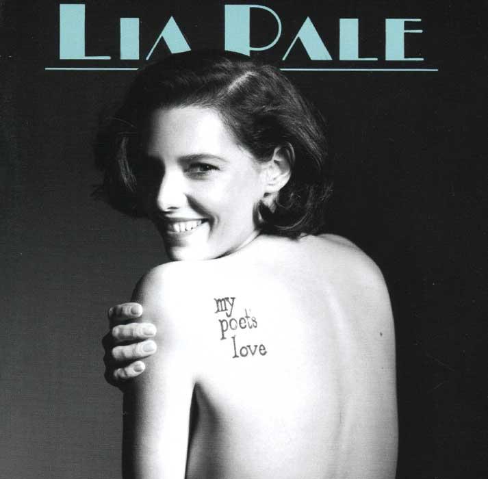 Издание содержит 18-страничный буклет с текстами песен на английском языке.