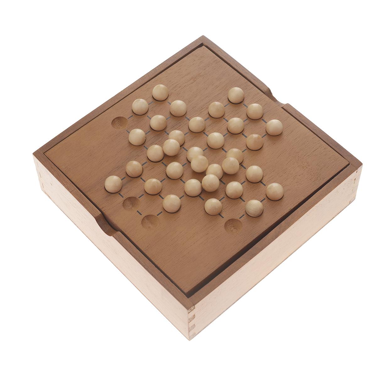 Настольная игра Tactic Games Solitaire14025NНастольная игра Solitaire (Солитер) от компании Tactic Games - это отличный способ весело провести время. В этой интеллектуальной игре вам придется как следует задуматься над собственной стратегией. На игровом поле расположены 32 шарика. В каждый ход один шарик может перепрыгнуть через другой, если для него есть свободное место. Съеденный шарик исчезает. Ваша задача - освободить поле так, чтобы на нем остался только один шарик в центре. Попробуйте решить эту логическую головоломку! Игра упакована в деревянный короб, который служит игровым полем. Компактный размер игры позволяет взять ее с собой в любое место. Возраст игроков: от 7 лет и старше. Количество участников: 1 человек. В комплекте: игровое поле, 33 деревянных шарика, правила игры.