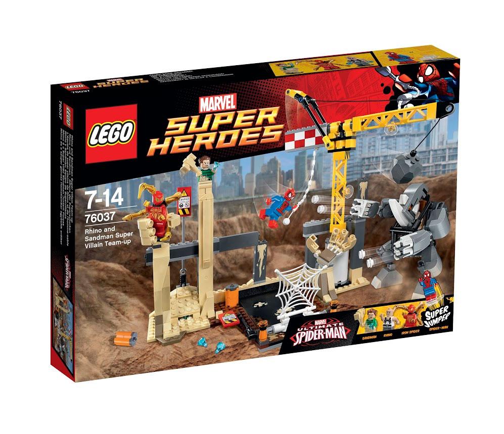 LEGO Super Heroes Конструктор Носорог и Песочный человек против Супергероев 7603776037Песочный человек и Носорог объединили усилия, чтобы украсть бриллианты, и теперь они прячутся с добычей на строительной площадке. Поспеши вместе с Железным пауком и Человеком-пауком, чтобы вернуть украденные драгоценности. О, нет! Суперзлодеи устроили засаду, стреляя из шипованных шутеров робота Носорога, и захватили Железного паука в одну из меняющих форму рук Песочного человека. Выполни супер-прыжок Человека-паука, активируй паутину и шар-разрушитель, чтобы повергнуть робота Носорога. Затем освободи Железного паука из песчаной руки и ударь по знаку с помощью еще одного точного прыжка, чтобы найти спрятанные бриллианты! В набор входят 4 минифигурки с оружием и разнообразными аксессуарами: Человек-паук, Железный паук, Песочный человек и Носорог. В процессе игры с конструкторами LEGO дети приобретают и постигают такие необходимые навыки как познание, творчество, воображение. Обычные наблюдения за детьми показывают, что единственное, чему они с удовольствием посвящают...