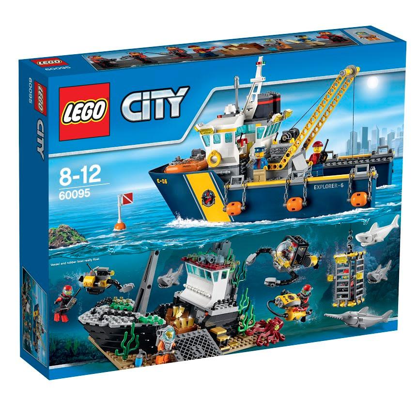 LEGO City Конструктор Корабль исследователей морских глубин 6009560095Найди затонувший клад с помощью корабля исследователей морских глубин! На дне океана замечен затонувший корабль с грузом золотых слитков. Поднимайся на борт исследовательского судна и отправляйся на место! Эта модель Lego City оснащена новейшим высокотехнологичным водолазным оборудованием. Выводи подлодку с дистанционным управлением и подводный скутер и активируй систему лебедки, чтобы опустить подлодку в воду. Залезай в защитную клетку от акул и присоединяйся к другим ныряльщикам глубоко под поверхностью океана. Опасайся белой акулы, рыбы-меча и осьминога, когда будешь поднимать золотые слитки из затонувшего судна. Но будь осторожен... следи чтобы под водой на тебя не обрушились останки затонувшего корабля! В набор входят 7 минифигурок: 2 члена команды, 4 аквалангиста и глубоководный ныряльщик. В процессе игры с конструкторами LEGO дети приобретают и постигают такие необходимые навыки как познание, творчество, воображение. Обычные наблюдения за детьми показывают, что...