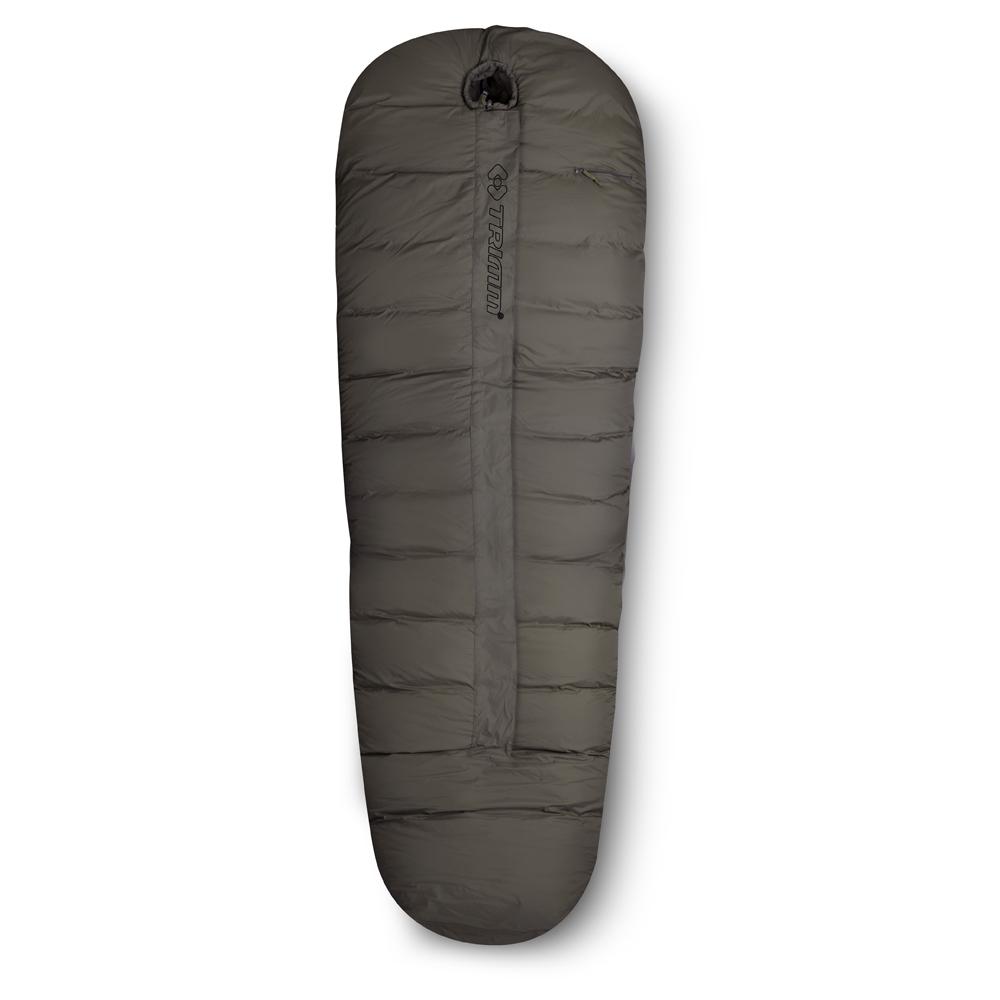 Спальный мешок Trimm Soldier, правосторонняя молния, цвет: хакиR36956Спальный мешок Trimm Soldier - классический вариант спального мешка типа кокон. Прекрасно подойдет для холодного времени года и будет незаменимой вещью в любом походе. Trimm Soldier выдерживает экстремально низкие температуры. Согласно стандарту EN 13537, спальник обеспечит максимальную комфортность для туриста при температуре внешней среды до -9°С, небольшой дискомфорт будет ощущаться при -17°С за бортом, но, даже при 37-градусном морозе позволит отдохнуть в течение 6 часов. В разложенном виде спальник имеет следующие габариты: длина - 235 см, ширина в ногах - 35 см, а в изголовье - 90 см. Такие размеры спального мешка позволят удобно разместиться в нем человеку ростом до 195 см. Спальник имеет два слоя, между которыми находится теплоизоляционный материал. Внешний слой сделан из износостойкого нейлона, внутренний слой - из мягкого и легкого нейлона, наполнителем служит Therrmolite extra со специальной, термоизоляционной прослойкой общей плотностью 430 г/м2. ...