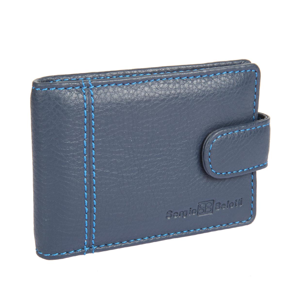 Визитница Sergio Belotti, цвет: темно-синий. 29292929 indigo jeansСтильная визитница Sergio Belotti выполнена из натуральной высококачественной кожи и оформлена фактурным тиснением, названием и логотипом бренда на лицевой стороне, декоративной прострочкой. Изделие закрывается хлястиком на металлическую кнопку. Внутри - четыре кармашка для визиток и кредитных карт, боковой карман и накладной карман. Изделие упаковано в фирменную коробку. Такая визитница станет отличным подарком для человека, ценящего качественные и практичные вещи.