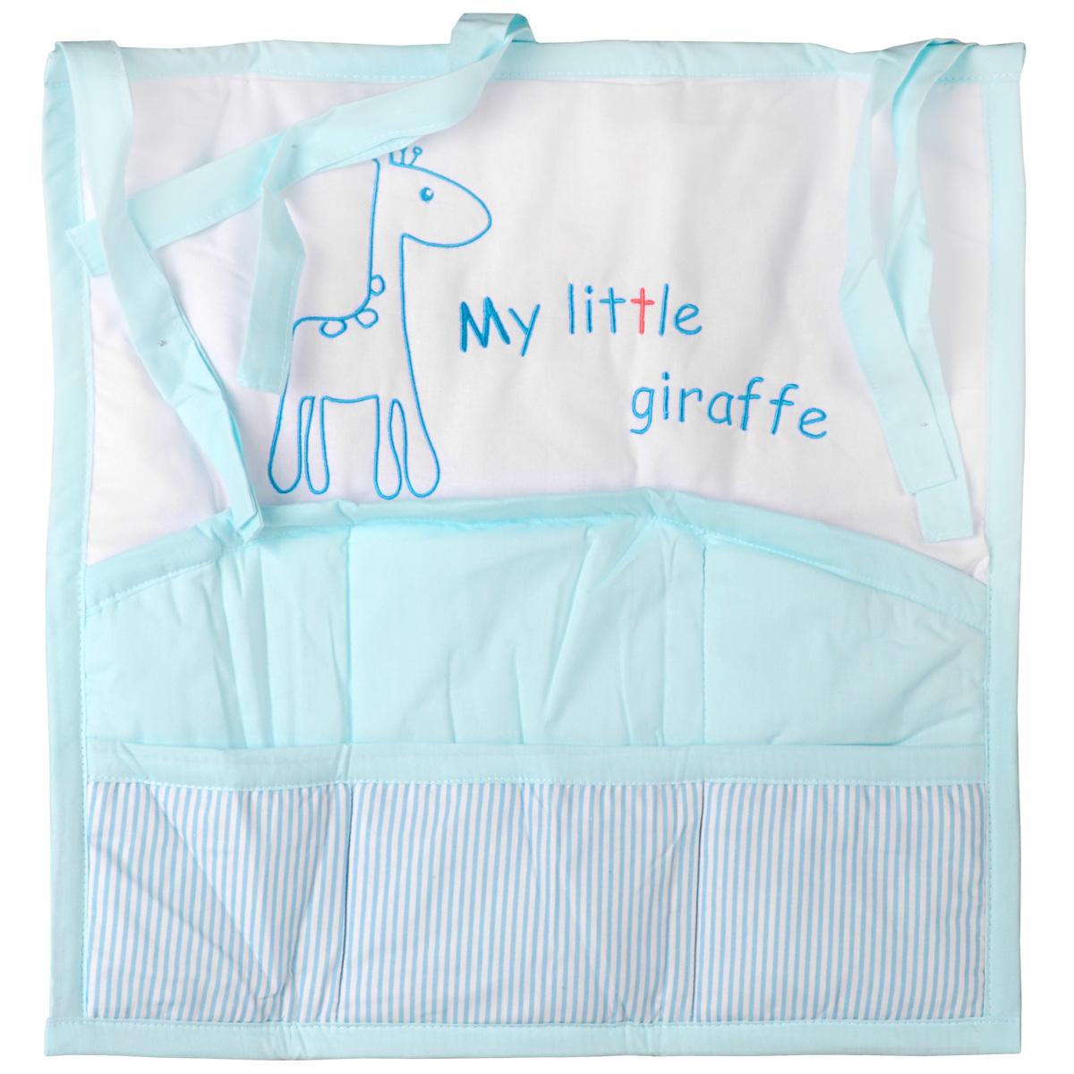 Карман на кроватку Fairy Жирафик, цвет: белый, голубой, 59 см х 60 см1020.13Карман на кроватку Fairy Жирафик, изготовленный из натурального 100% хлопка с наполнителем из полиэстера, декорирован изображением забавного жирафа и надписью My Little Giraffe. Изделие оборудовано шестью вместительными кармашками и предназначено для хранения самых необходимых вещей малыша (игрушки, соски, бутылочки, подгузников или пеленки) и создания благоприятного эмоционального фона детской комнаты. С помощью текстильных веревочек, карман можно привязывать к спинке кроватки, как с внешней, так и с внутренней стороны. Общий размер изделия: 59 см х 60 см. Средний размер кармашков: 17 см х 18 см.