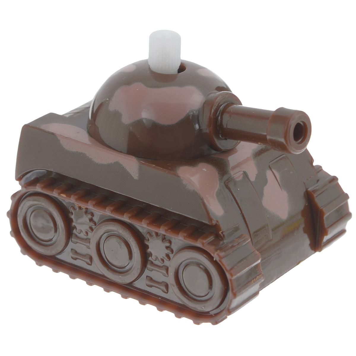 Игрушка заводная Танчик, цвет: коричневый2K-06BD_ коричневыйИгрушка Hans Танчик привлечет внимание вашего малыша и не позволит ему скучать! Выполненная из безопасного пластика, игрушка представляет собой танк. Игрушка имеет механический завод. Для запуска, придерживая колеса, поверните заводной ключ по часовой стрелке до упора. Установите игрушку на поверхность и она поедет вперед. Заводная игрушка Hans Танчик поможет ребенку в развитии воображения, мелкой моторики рук, концентрации внимания и цветового восприятия.