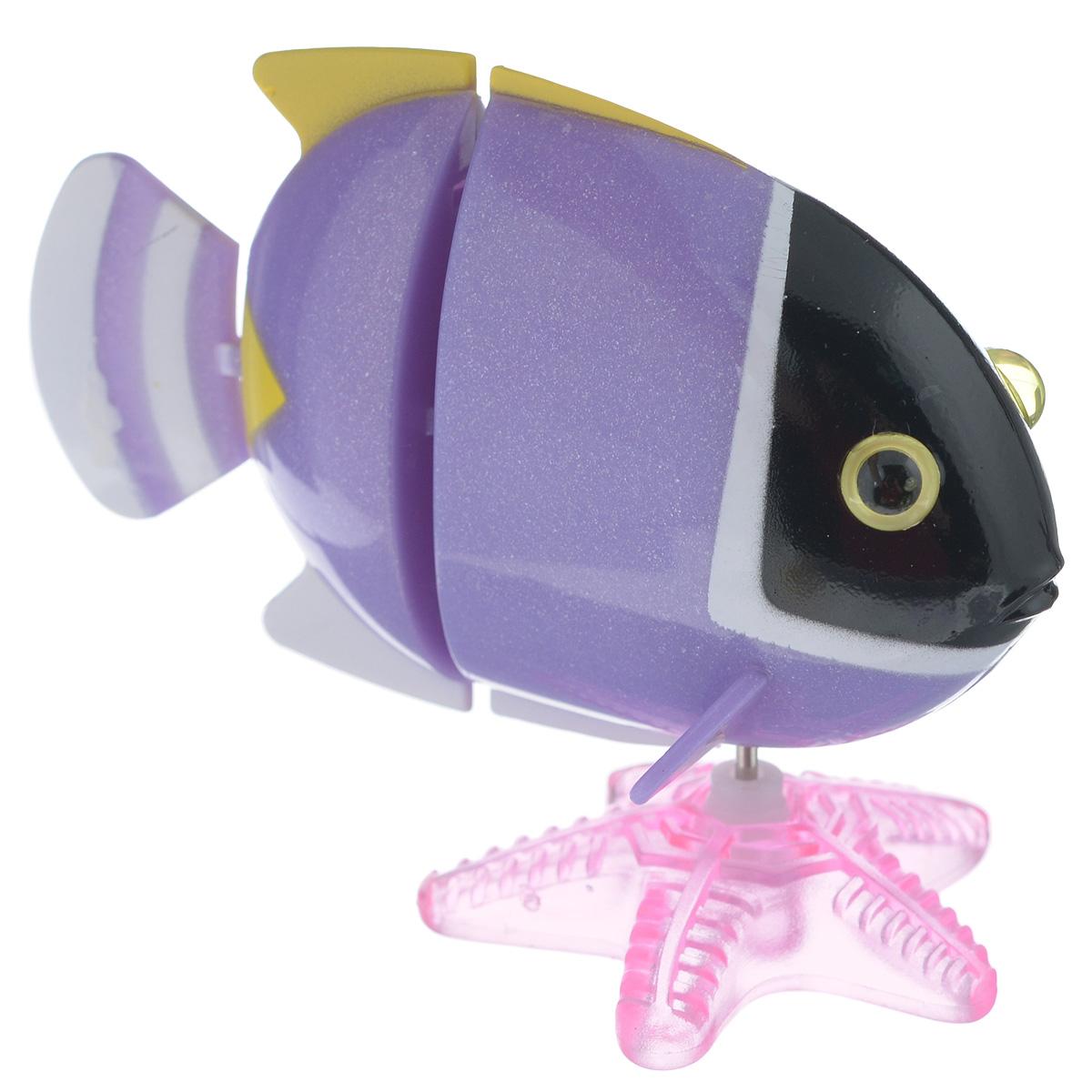 Игрушка заводная Коралловая рыбка, цвет: фиолетовый2K-F2D_ фиолетовыйИгрушка Hans Коралловая рыбка привлечет внимание вашего малыша и не позволит ему скучать! Выполненная из безопасного пластика, игрушка представляет собой забавную рыбку. В комплекте имеется морская звезда, благодаря которой игрушку можно поставить на горизонтальную поверхность. Игрушка имеет механический завод. Для запуска, придерживая гребной винт, поверните заводной ключ по часовой стрелке до упора. Опустите игрушку в воду и она поплывет вперед. Заводная игрушка Hans Коралловая рыбка поможет ребенку в развитии воображения, мелкой моторики рук, концентрации внимания и цветового восприятия. Игрушка упакована в пластиковое яйцо, которое можно использовать как копилку.