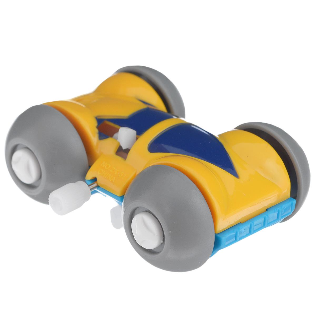 Игрушка заводная Машинка-перевертыш, цвет: голубой, желтый2K-51BD_ голубойИгрушка Hans Машинка-перевертыш привлечет внимание вашего малыша и не позволит ему скучать! Выполненная из безопасного пластика, игрушка представляет собой забавную машинку. Игрушка имеет механический завод. Для запуска, придерживая колеса, поверните заводной ключ по часовой стрелке до упора. Установите игрушку на поверхность и она поедет вперед, так же во время движения машинка переворачивается. Игра с заводными игрушками способствует приятному времяпрепровождению, стимулирует ребенка к активным действиям, научит устанавливать причинно-следственные связи. Мелкие детали и разнофактурные материалы благоприятствуют развитию тактильных ощущений и моторики пальчиков, а яркие цвета и забавные формы стимулируют зрение.