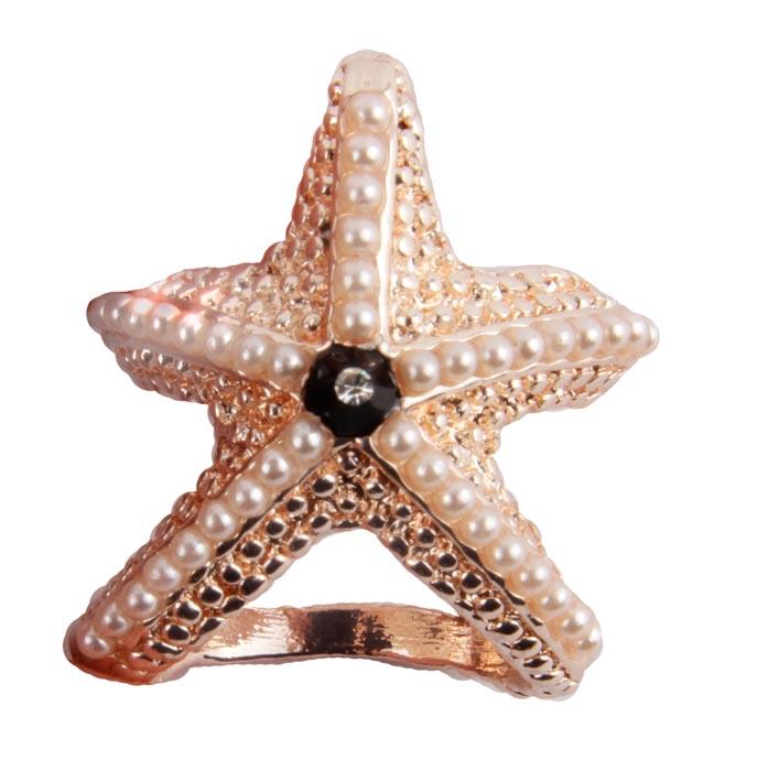 Зажим для платка/шарфа Морская звезда. Металл, имитация жемчуга, австрийский кристалл. Начало XXI века40061810Зажим для платка/шарфа Морская звезда. Металл, имитация жемчуга, австрийский кристалл. Западная Европа, начало XXI века. Размеры 3,5 х 2,5 х 2 см. Сохранность хорошая. Зажимы-трубочки для шарфов и платков являются очень стильными и изящными аксессуарами, уместными и в повседневном ношении, и по особому случаю. Такой зажим позволяет закрепить и украсить шарф или платок и на шее, и на поясе, и на голове. Этот стильный аксессуар станет изысканным украшением для романтичной и творческой натуры и гармонично дополнит Ваш наряд, станет завершающим штрихом в создании модного образа.