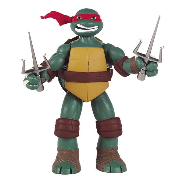 Фигурка Turtles Рафаэль, озвученная, 15 см91163Фигурка Turtles Рафаэль станет прекрасным подарком для вашего ребенка. Она выполнена из прочного пластика в виде персонажа команды TMNT - Черепашки-Ниндзя Рафаэля. Голова, руки и ноги фигурки подвижны, что позволяет придавать Рафаэлю различные позы. Фигурка оснащена звуковыми эффектами: если оттянуть и удерживать руку или ногу Черепашки, активизируется специальный боевой клич. Если отпустить руку, она моментально вернется в исходное положение. Ноги можно зафиксировать в неподвижном положении. В комплект входит оружие Рафаэля - два кинжала-сай. Ваш ребенок будет часами играть с этой фигуркой, придумывая различные истории с участием любимого героя. Они подверглись мутации и обучались искусству ниндзюцу у великого сэнсэя Сплинтера. Черепашки-Ниндзя готовы выбраться из своего секретного убежища и спасти мир от сил зла! Черепашки-Ниндзя впервые появились на страницах комиксов в далеких 80-х. Черепашки перебрались на телевидение по воле студии Murakami-Wolf-Swenson...