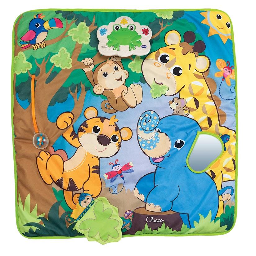 Chicco Коврик игровой музыкальный Джунгли00007206000000Chicco Коврик игровой музыкальный Джунгли красочный и мягкий выполнен из практичного материала. Настоящее веселье и развлекательные игры с тигренком, слоном, жирафом и обезьянкой ждут вашего малыша. Электронная панель в виде лягушки воспроизводит веселые мелодии, голоса различных животных и оснащена цветными лампочками. Коврик полон сюрпризов и интересных игрушек: ушко у слоника в виде зеркальца, мячик-погремушка с бабочкой внутри, и улитка, которая спряталась за шуршащим листком дерева. Коврик игровой музыкальный гармонично развивает мышление, зрительное и слуховое восприятия, кругозор, мелкую моторику рук, двигательные навыки с самого рождения! Необходимо купить 2 батарейки напряжением 1,5V типа АА (не входят в комплект).