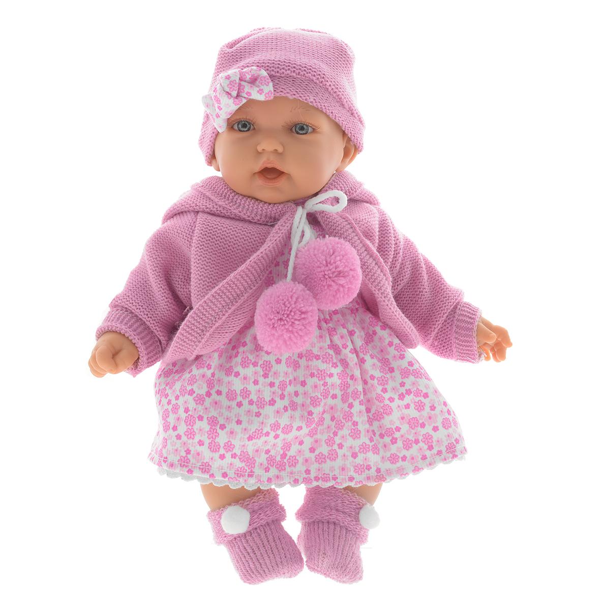Munecas Antonio Juan Пупс Азалия цвет фуксия1220CКукла Antonio Juan Азалия - чудесная малышка, которая порадует вашу маленькую принцессу и доставит ей много удовольствия от часов, посвященных игре с ней. У нее очаровательные глазки и длинные реснички. Малышка одета в красивое платьице в цветочек, вязаную кофточку и уютные носочки с помпонами. На голове у Азалии шапочка с очаровательным бантом. Тело куклы мягконабивное, а подвижные голова, ножки и ручки выполнены из высококачественного винила. При первом нажатии на животик куколка весело засмеется, при втором скажет - мама, при третьем - папа. Игра с куклой разовьет в вашей малышке чувство ответственности и заботы. Порадуйте свою принцессу таким великолепным подарком! Рекомендуется докупить 3 батарейки напряжением 1,5V типа AG13/LR44 (товар комплектуется демонстрационными). Munecas Antonio Juan (куклы Антонио Хуан) - это бренд с многолетней историей! Куклы Antonio Juan производятся в Испании, отливаются из очень мягкого винила с добавлением...